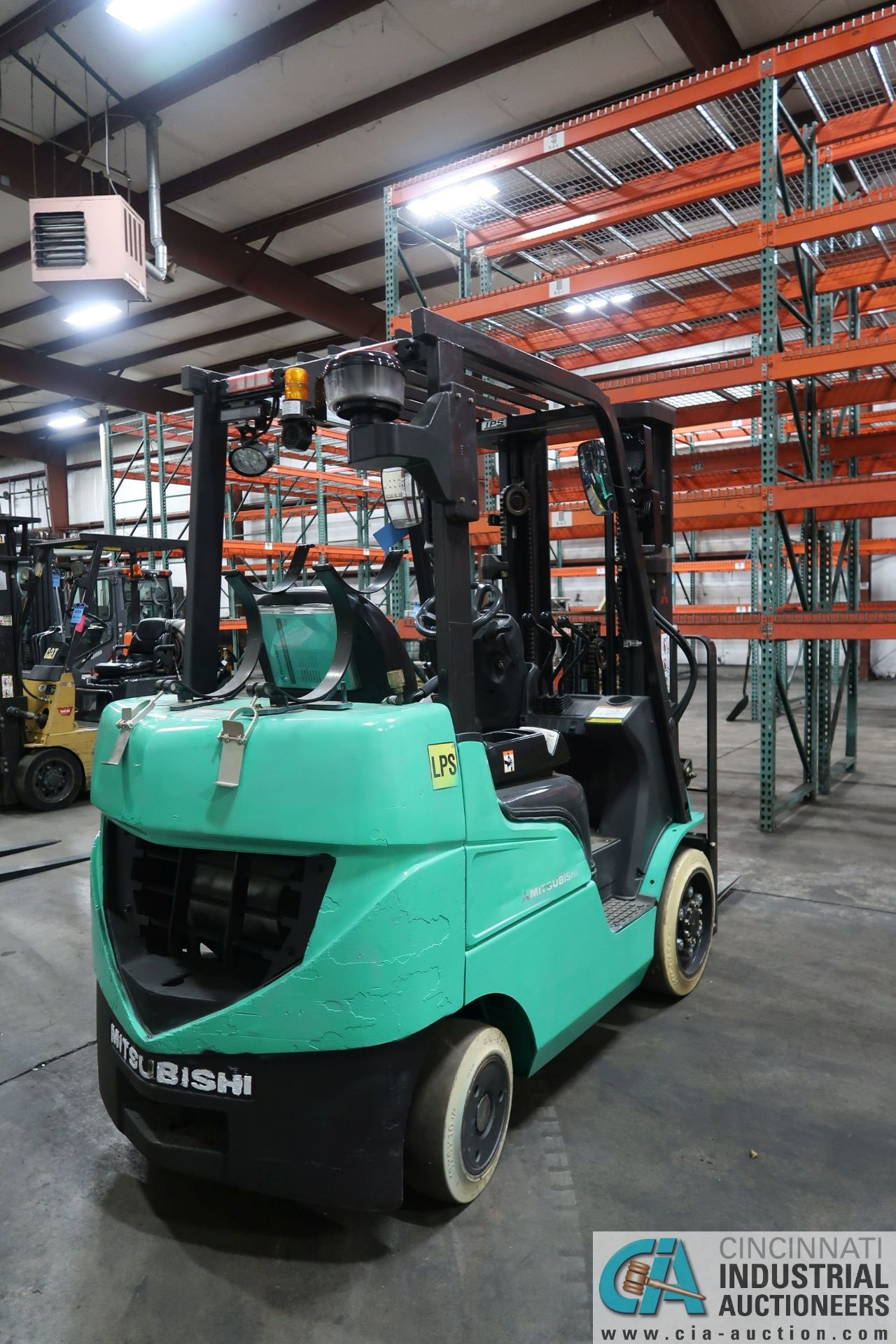 4,000 LB. MITSUBISHI MODEL FGC25N LP GAS CUSHION TIRE LIFT TRUCK; S/N AF82F41998, 3-STAGE MAST, - Image 3 of 7