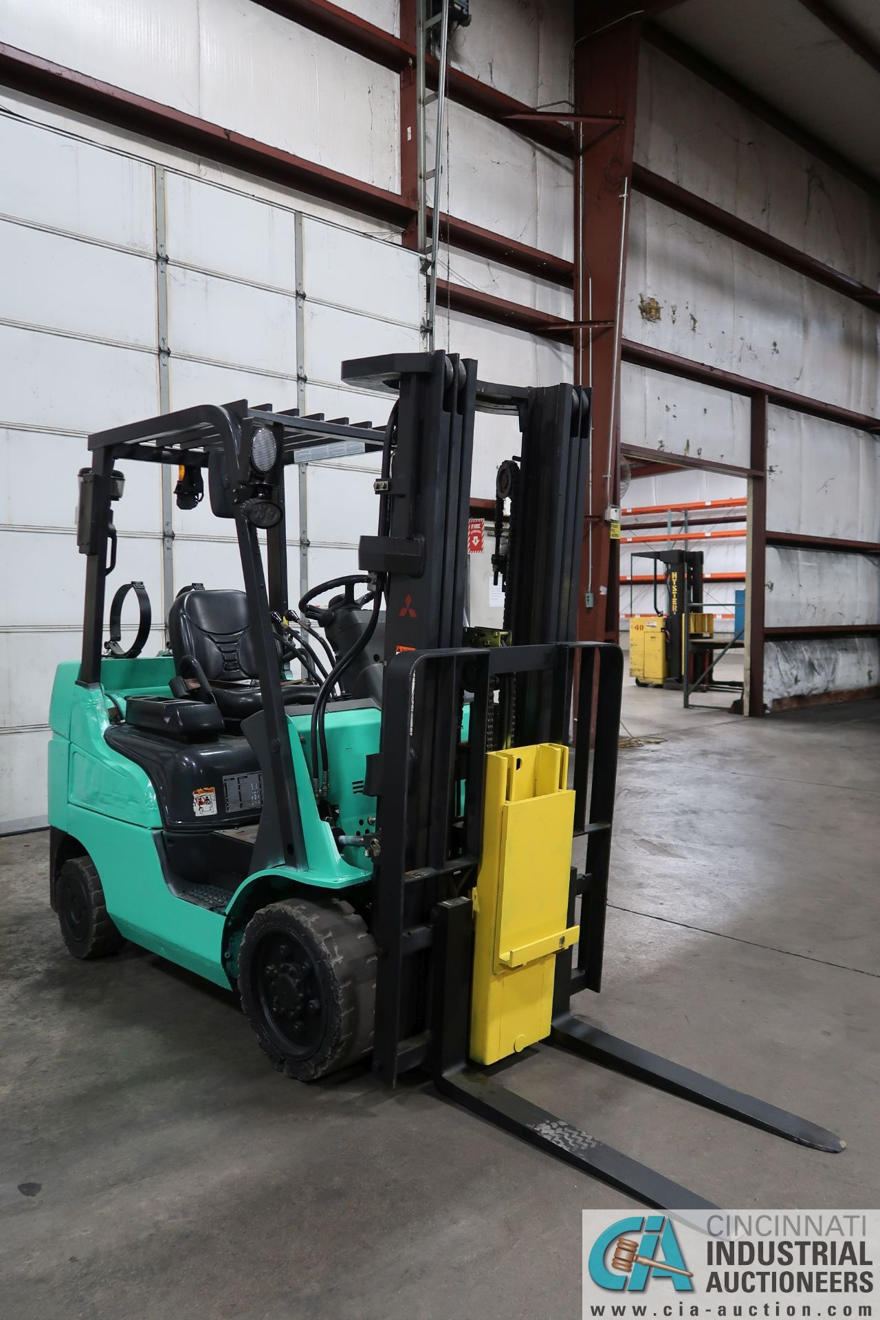 4,000 LB. MITSUBISHI MODEL FGC25N LP GAS SOLID PNEUMATIC TIRE LIFT TRUCK; S/N AF82F42088, 3-STAGE - Image 2 of 8