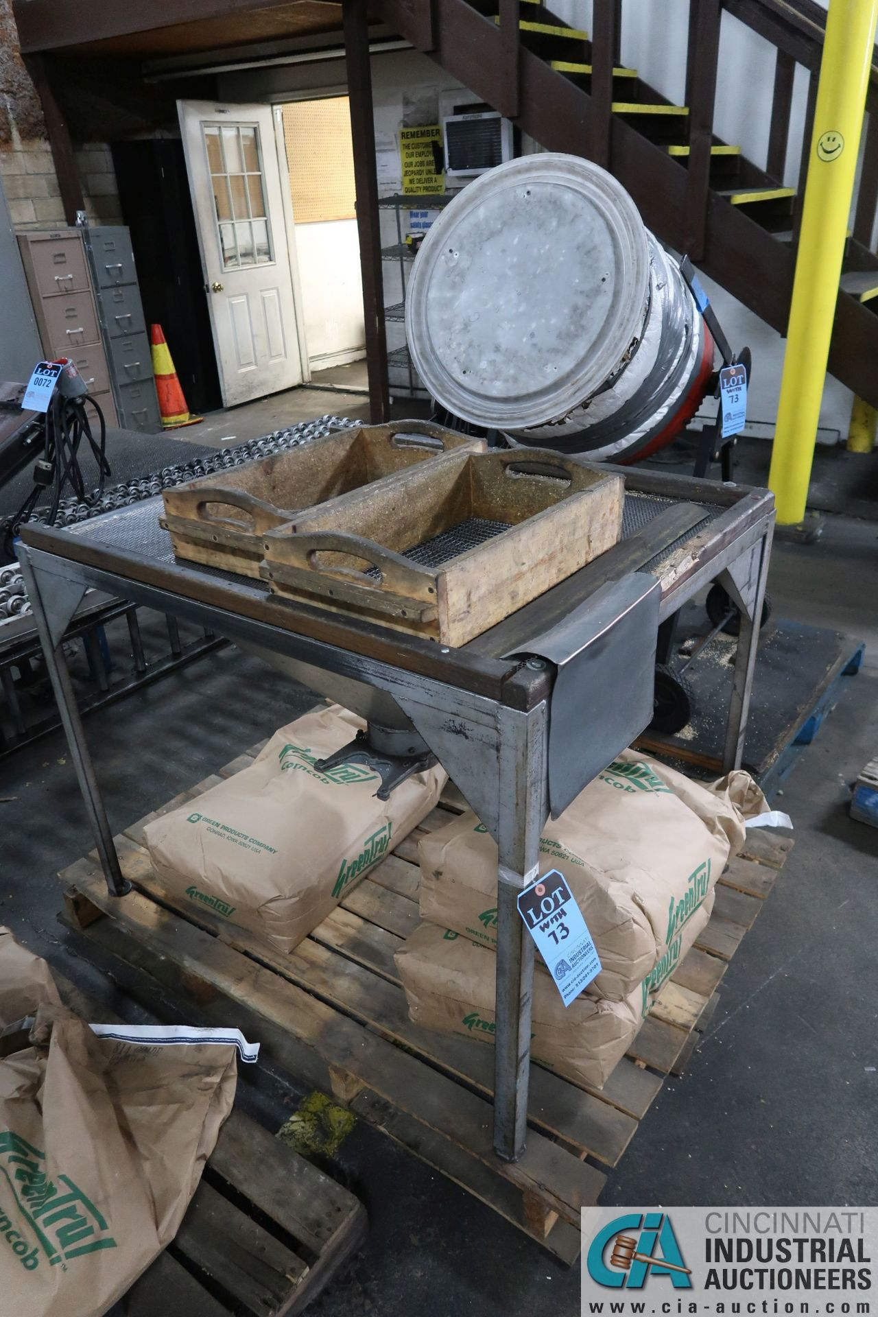 PORTABLE ELECTRIC CEMENT MIXERS CONVERTED TO CORN COB MEDIA FINISHING MACHINE WITH SIFTING TABLE AND - Image 4 of 6