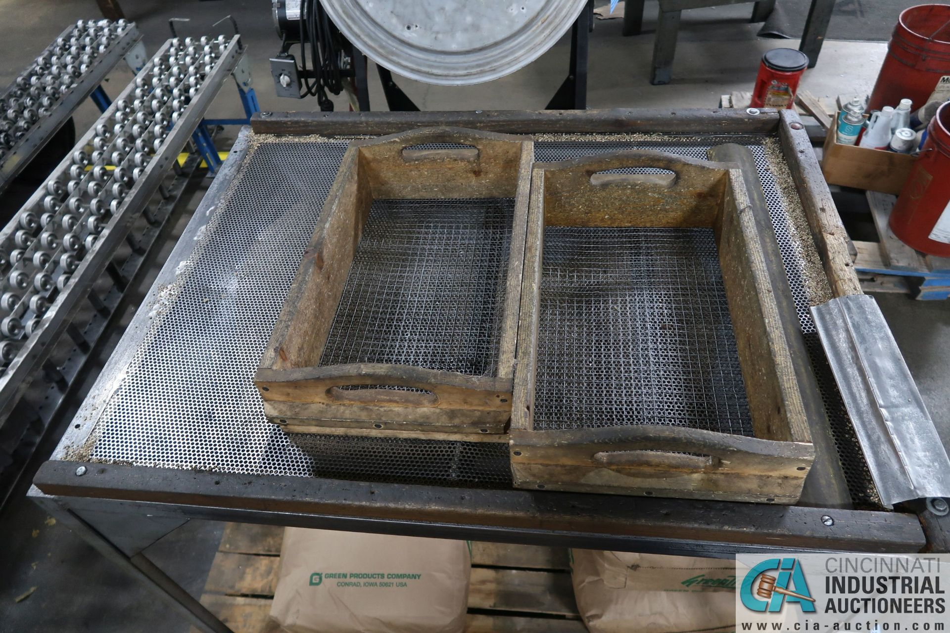 PORTABLE ELECTRIC CEMENT MIXERS CONVERTED TO CORN COB MEDIA FINISHING MACHINE WITH SIFTING TABLE AND - Image 5 of 6