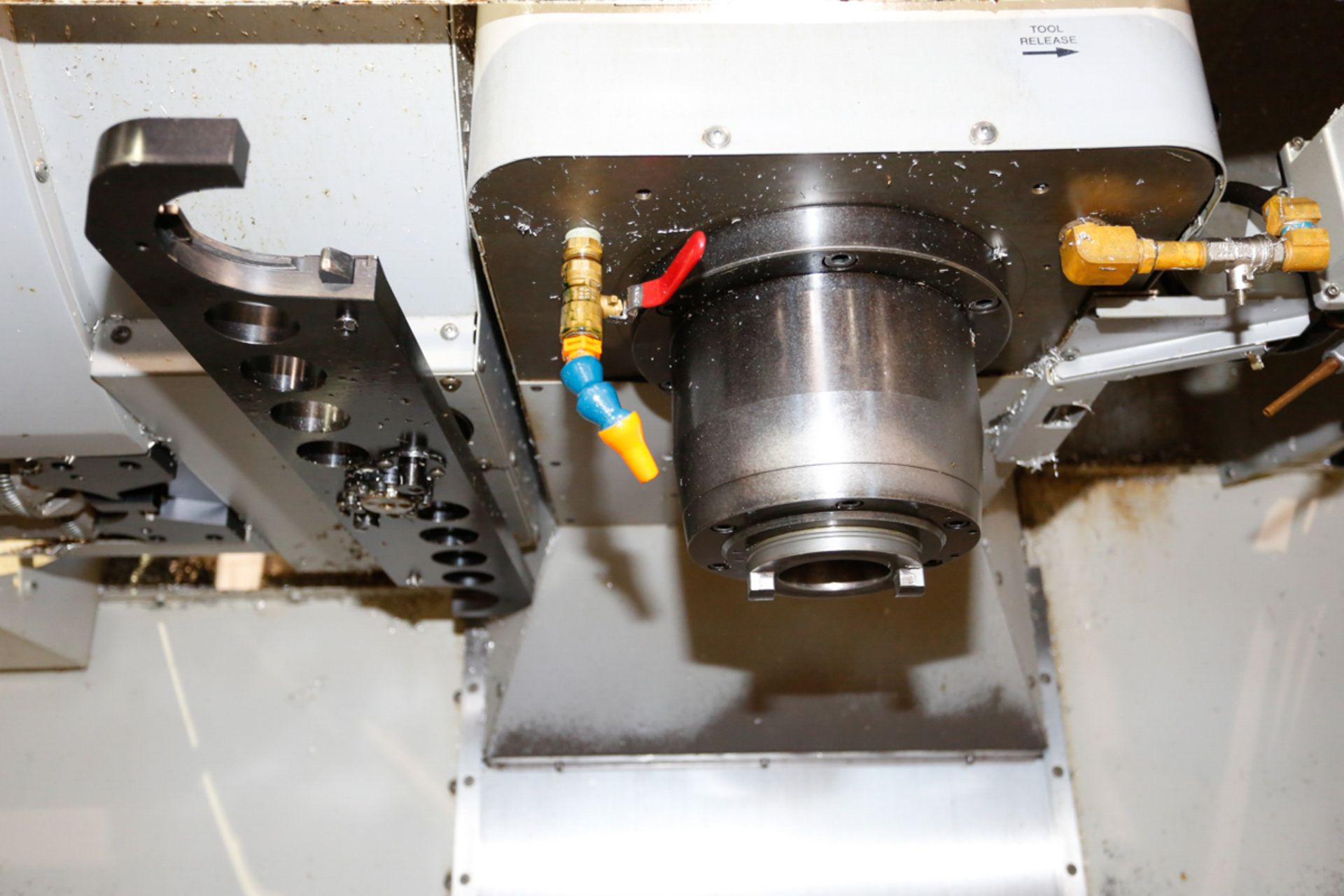 HAAS VF5/50XT 3-AXIX CNC VERTICAL MACHINING CENTER, EXTENDED TRAVEL, 10,000 RPM, 30 ATC, 30 HP 2 - Image 4 of 10