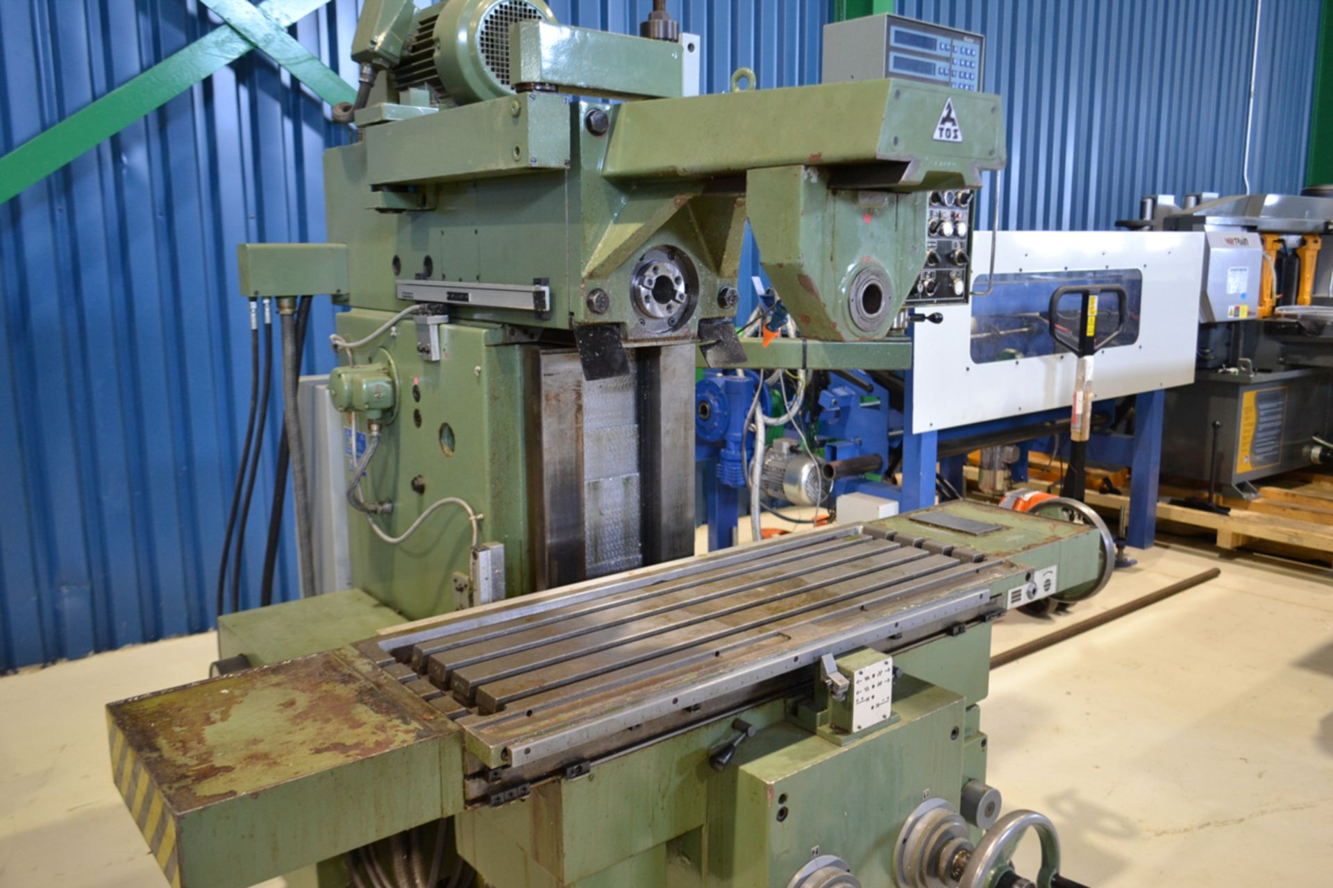 """TOS MILLING (HORZ) MOD. FGS25.32, 15"""" X 39"""" TABLE, S/N: 251300199 - Image 2 of 5"""