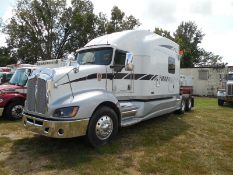 2008 Kenworth T660 Cat dsl, auto trans, 10' studio sleeper, super singles on Alum, vin#