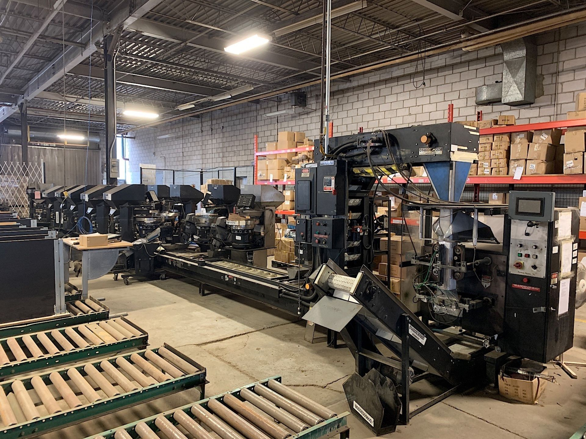 Lot 1 - BATCHING SYSTEMS HARDWARE SORTING & BAGGING LINE