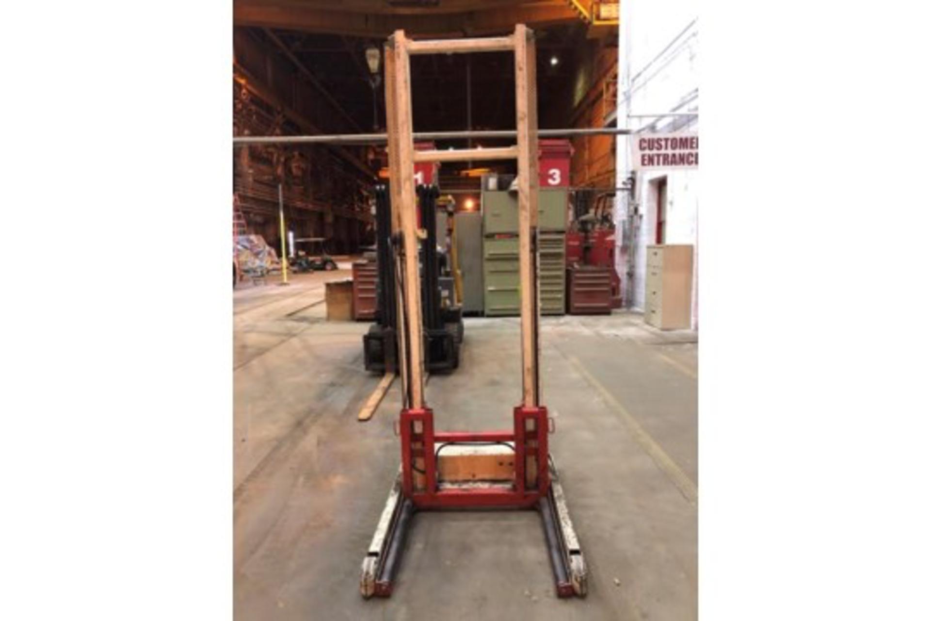 Lot 10 - Stertil Transmission Lift