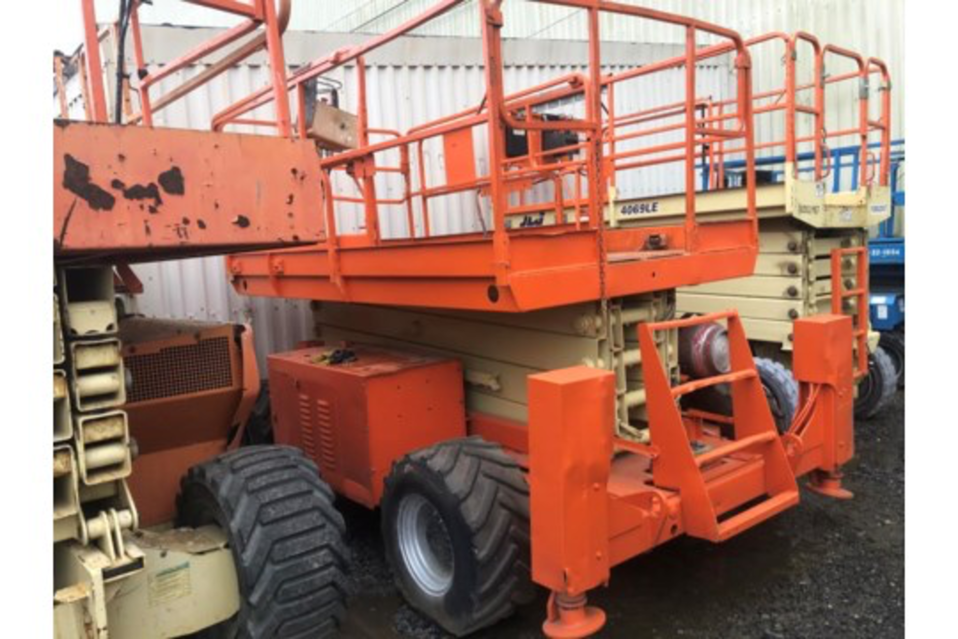Lot 35 - JLG 33RTS Scissor Lift 4x4