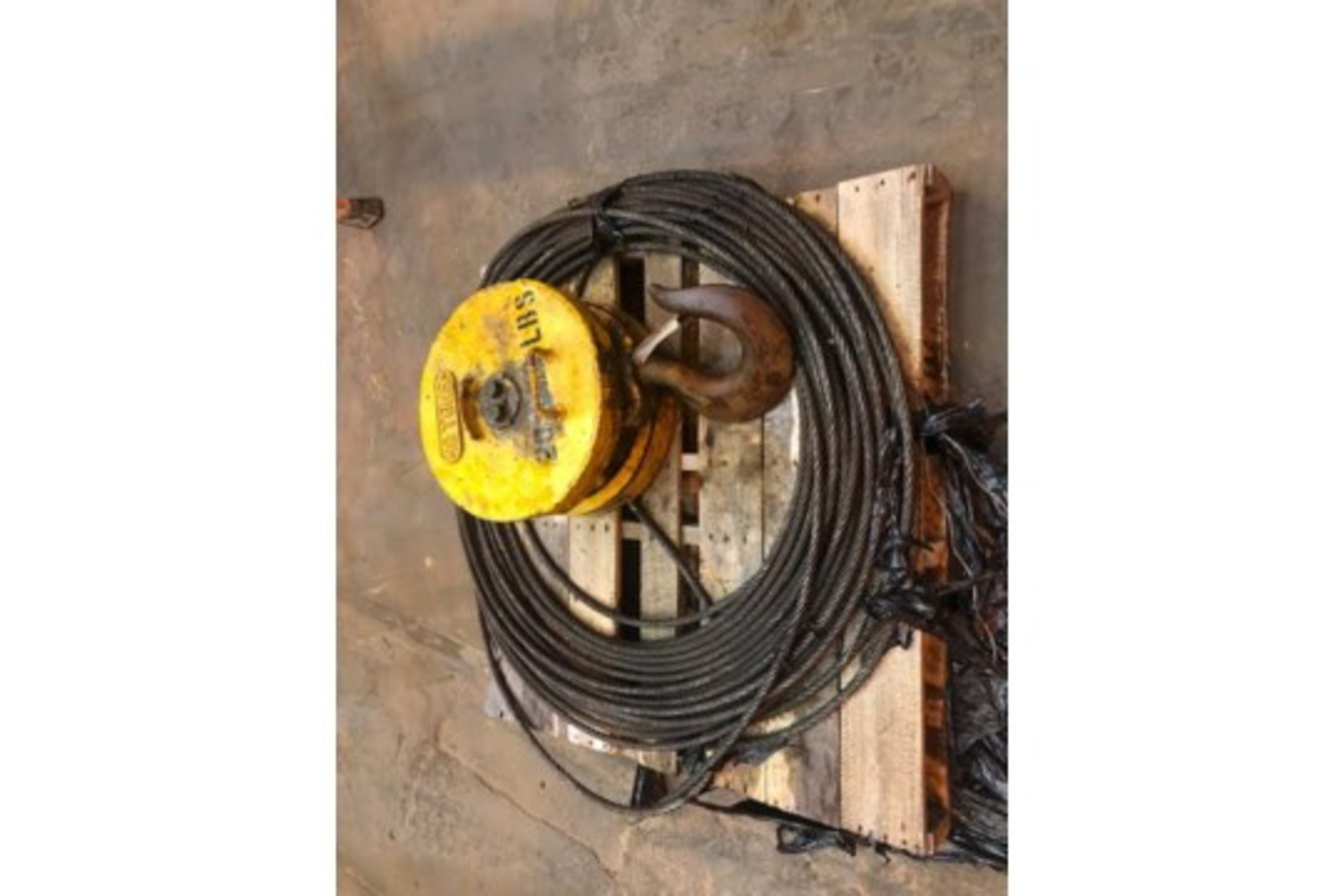 Lot 7 - Crane hoist and cable
