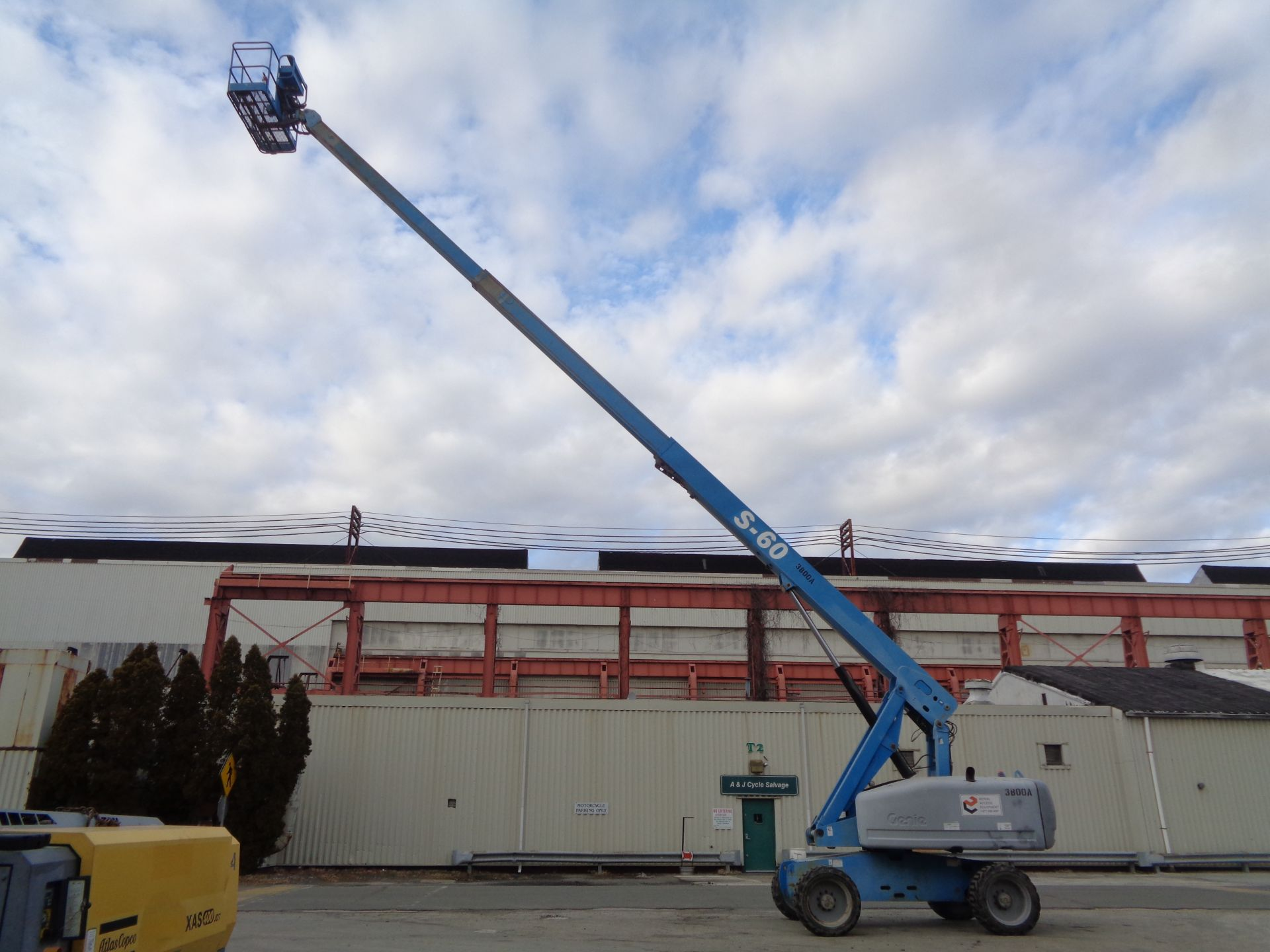 Lot 39 - 2006 Genie S60 60FT Boom Lift