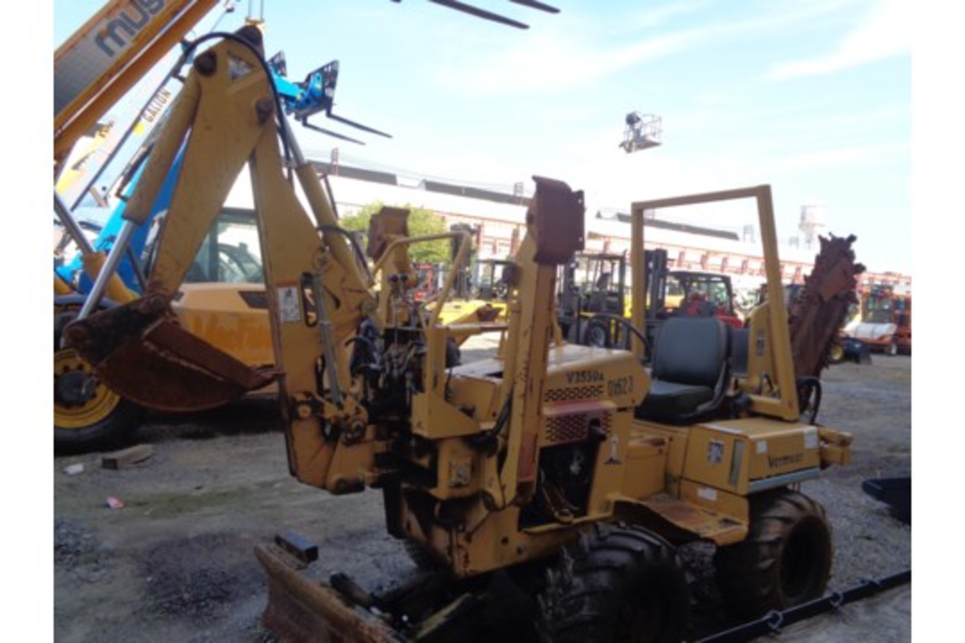 Lot 18 - Vermeer V3550A Trencher