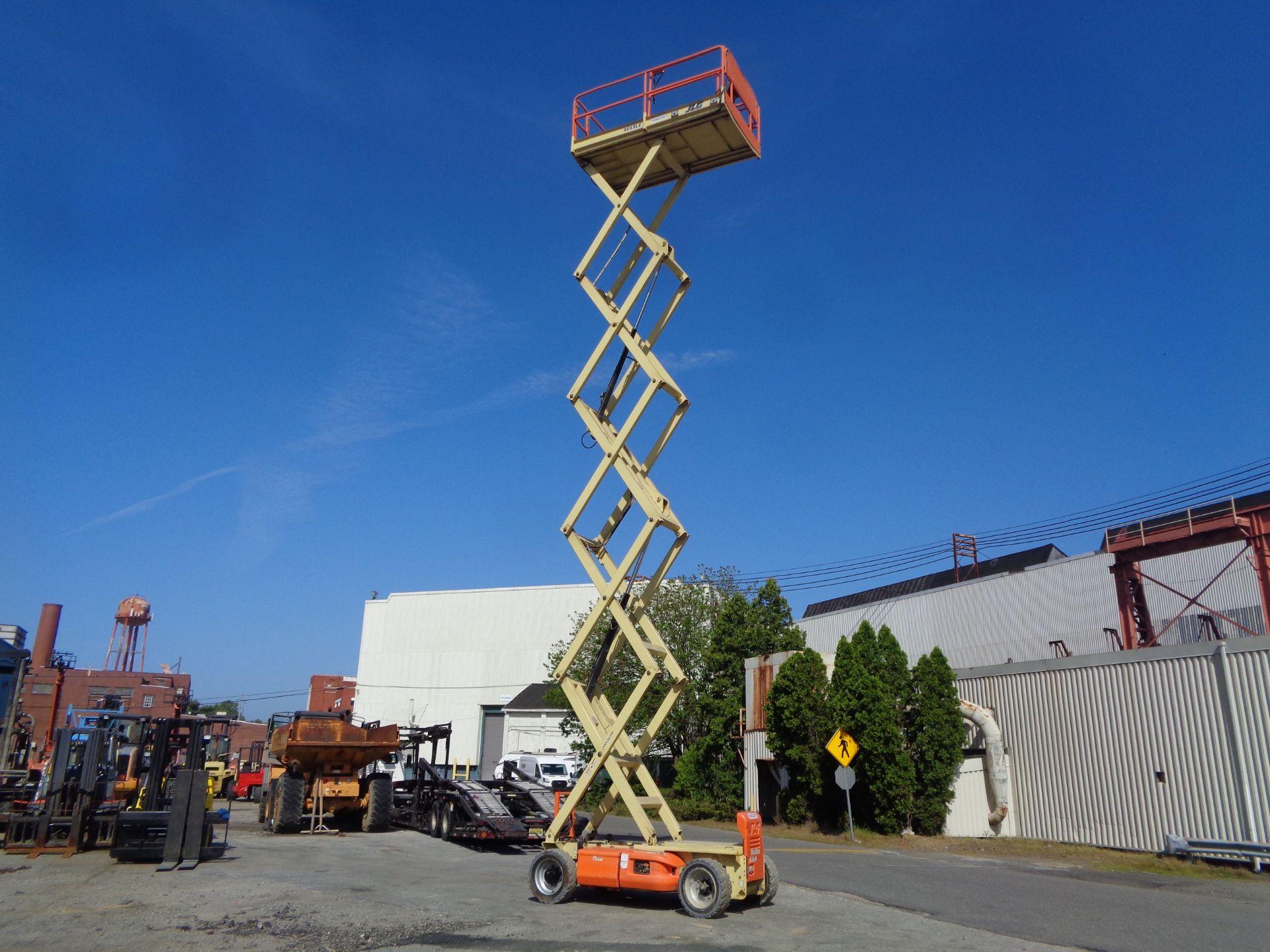 Lot 36 - 2012 JLG 4069LE 40 ft Electric Scissor Lift