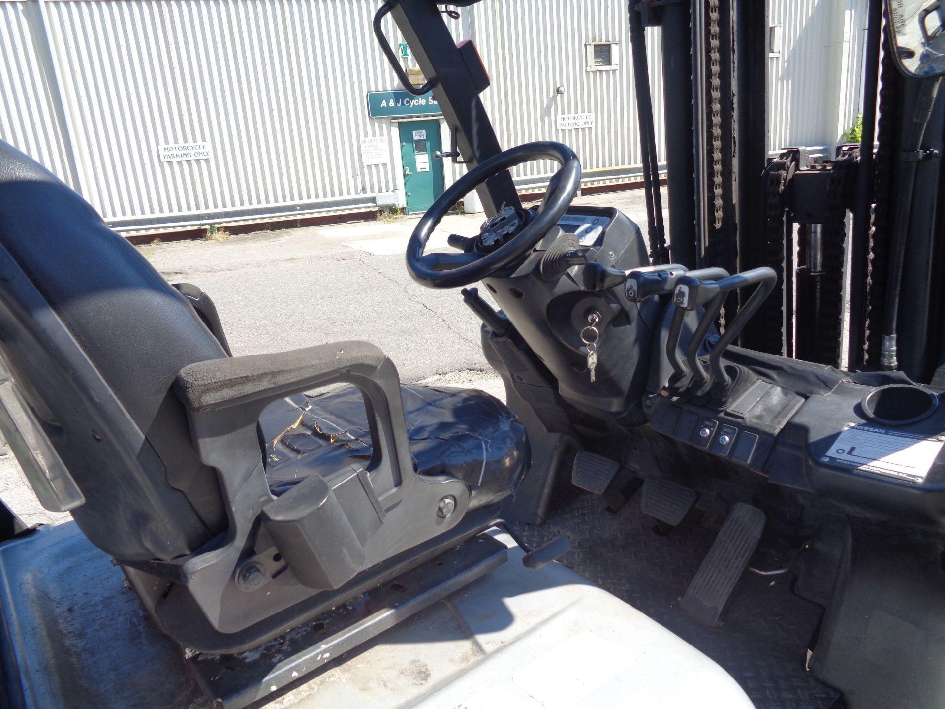 Nissan MUG1F2A30LV 6,000 lbs Forklift - Image 4 of 9