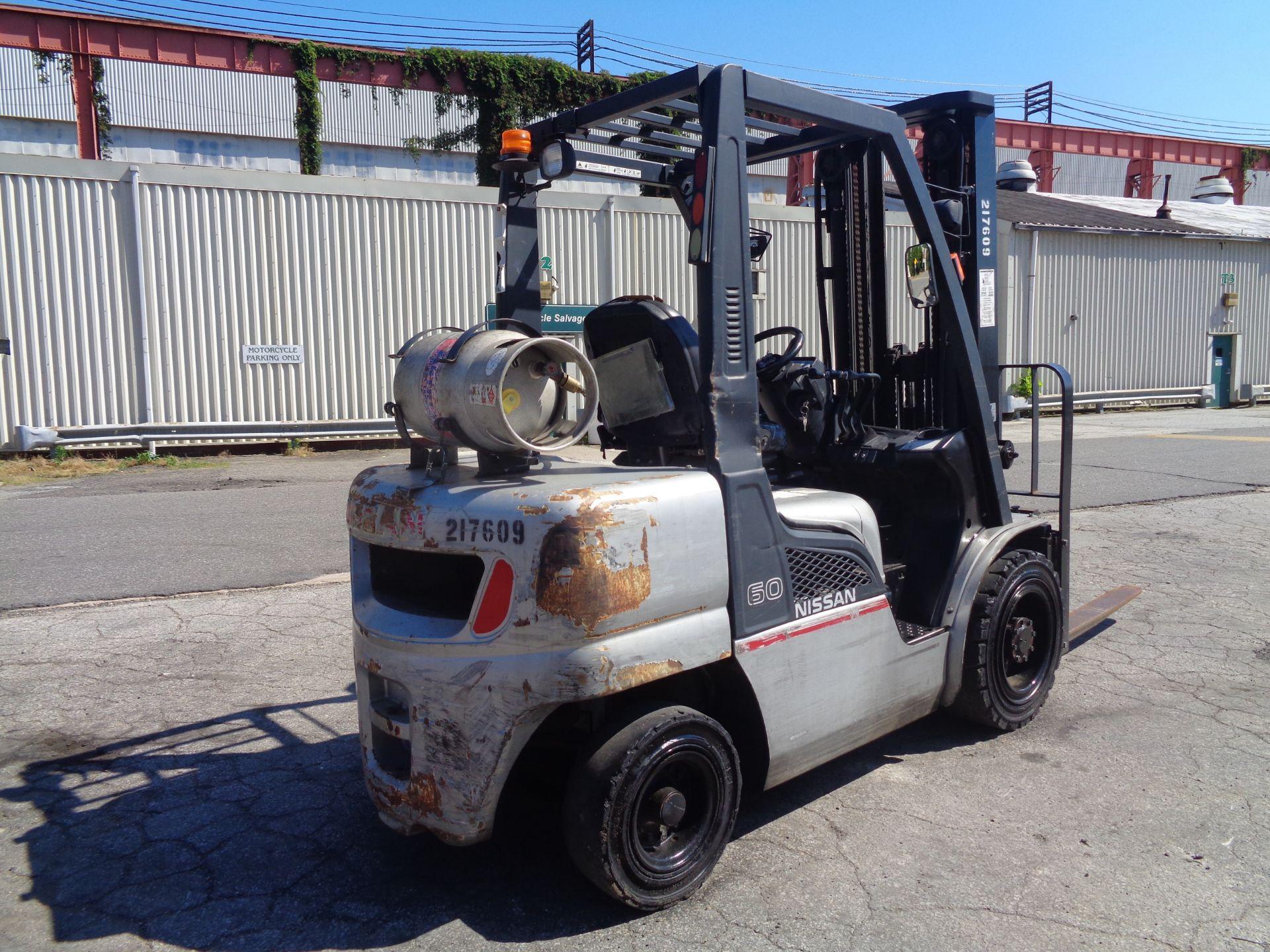 Nissan MUG1F2A30LV 6,000 lbs Forklift - Image 5 of 9