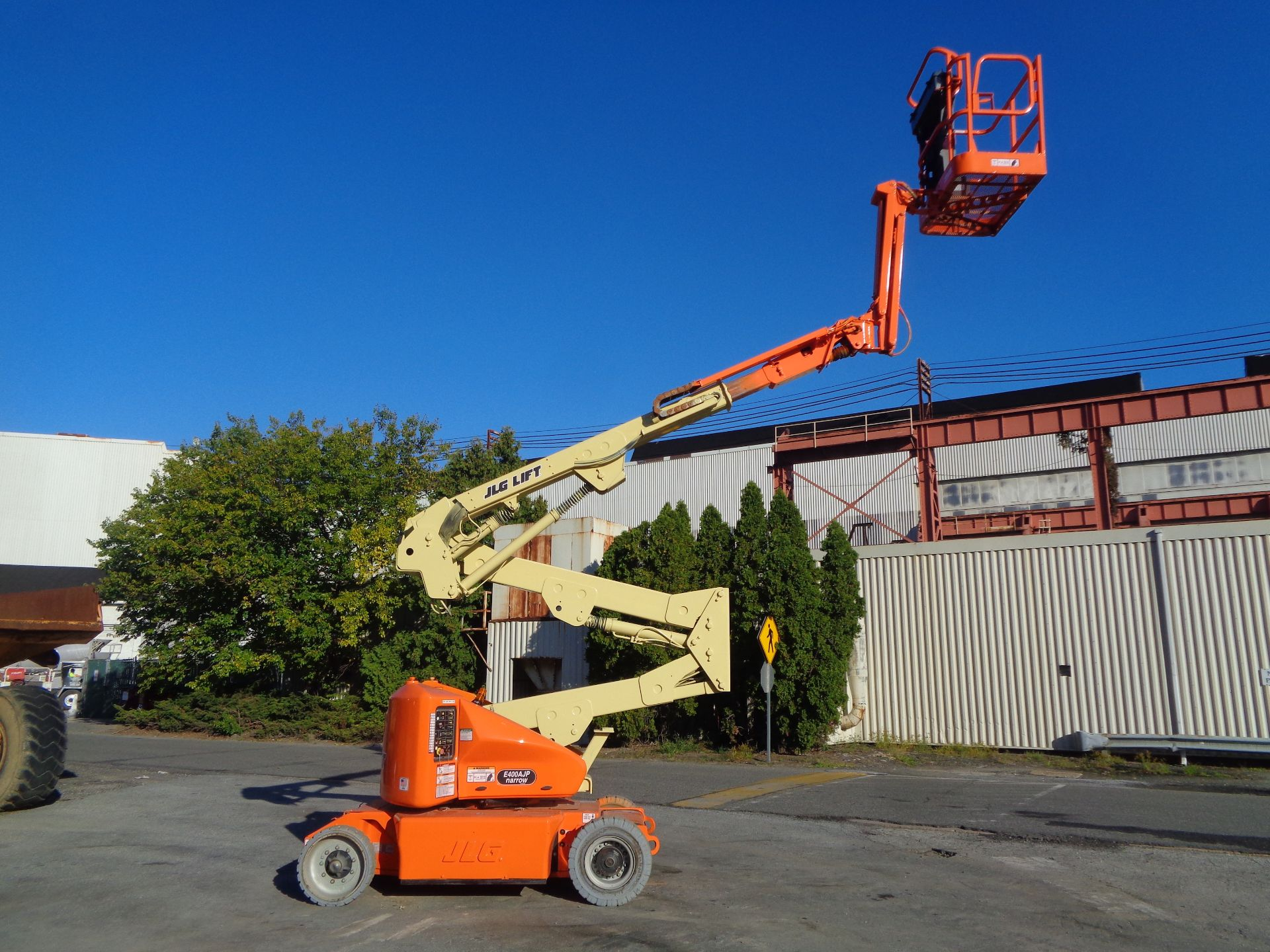 Lot 51 - 2011 JLG E400AJPN Electric Boom Lift 40FT