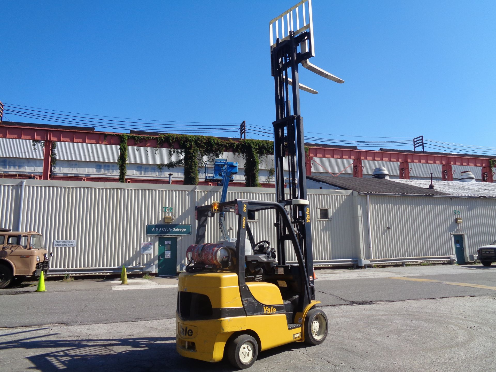 2014 Yale GLC070VXNGSE088 7,000 lbs Forklift - Image 9 of 12