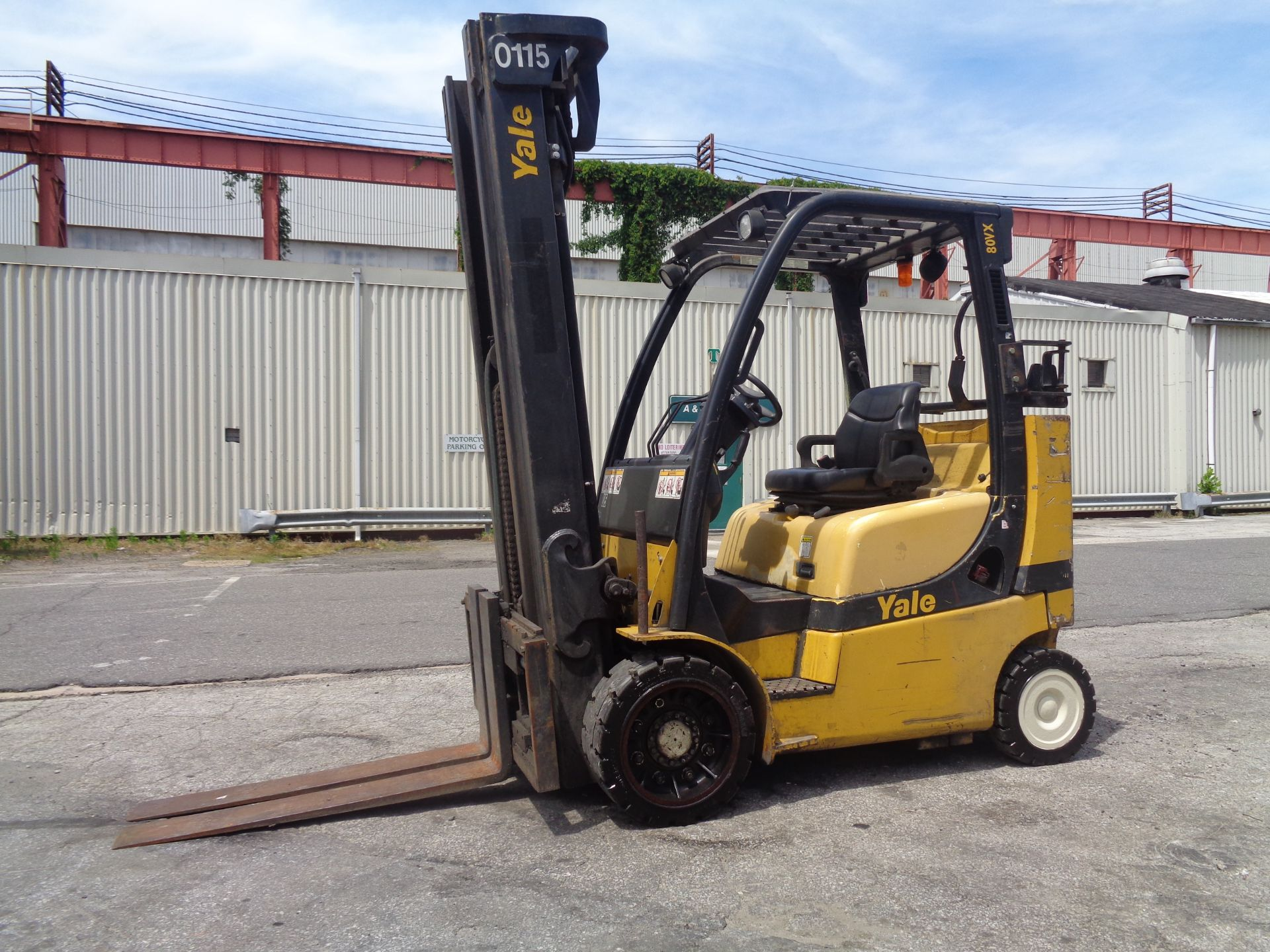 Yale GC080VXNGSE107.6 8,000lb Forklift - Image 9 of 18