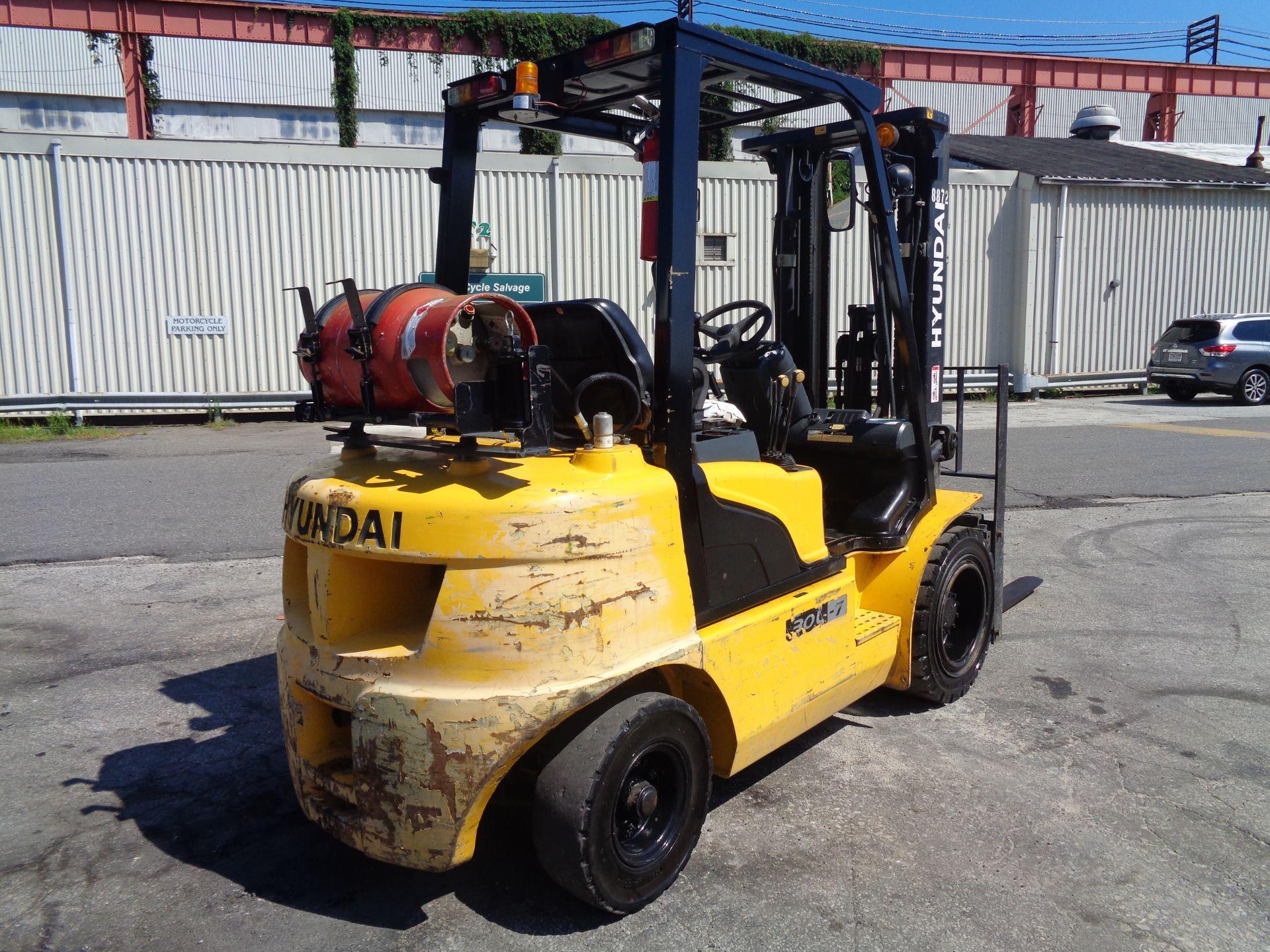 Lot 45 - Hyundai 30L-7 6,000lb Forklift
