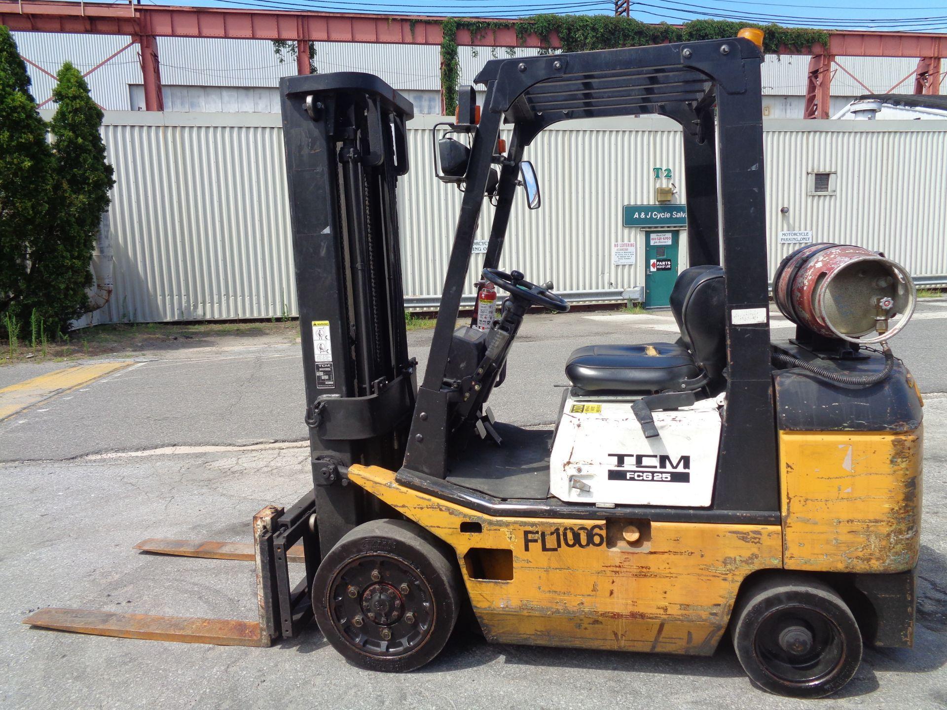 Lot 5 - TCM FCG25 5,000lb Forklift