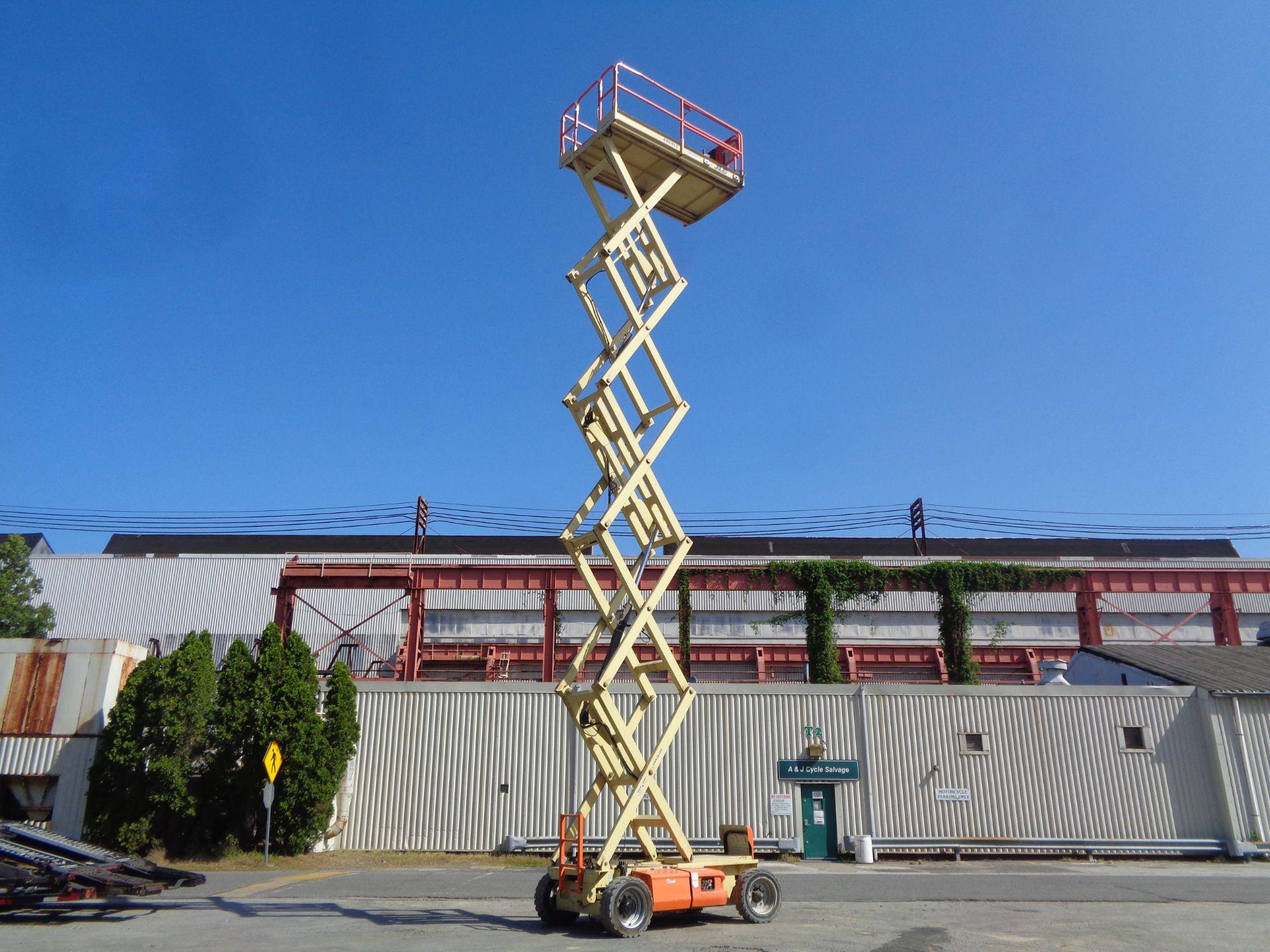 Lot 47 - 2012 JLG 4069LE 40ft Electric Scissor Lift