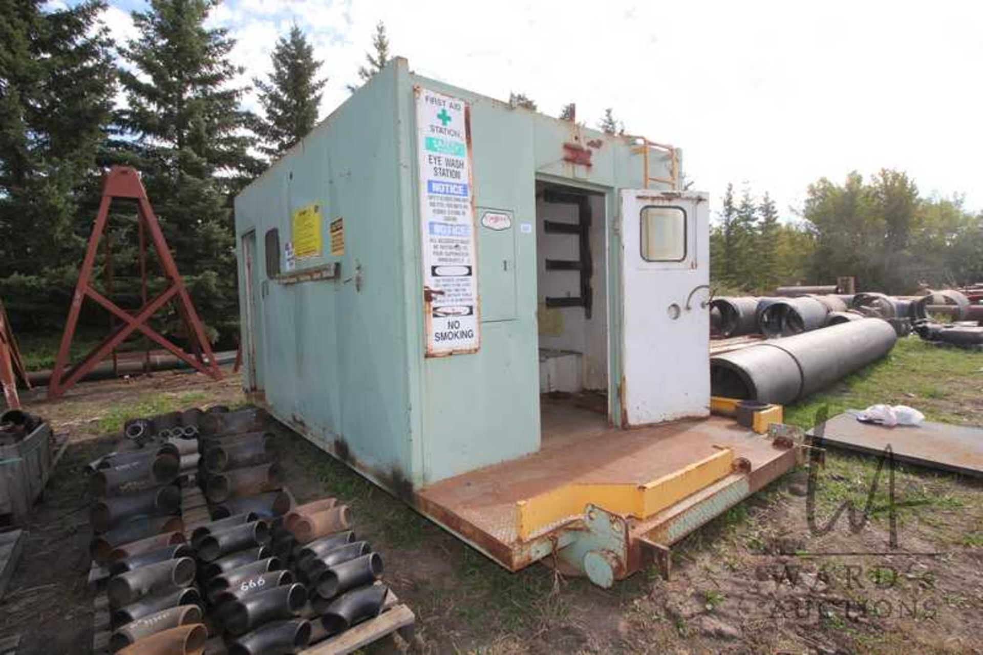 Lot 887 - SKIDDED METAL ENGINEERS SHACK 10FT X 20FT