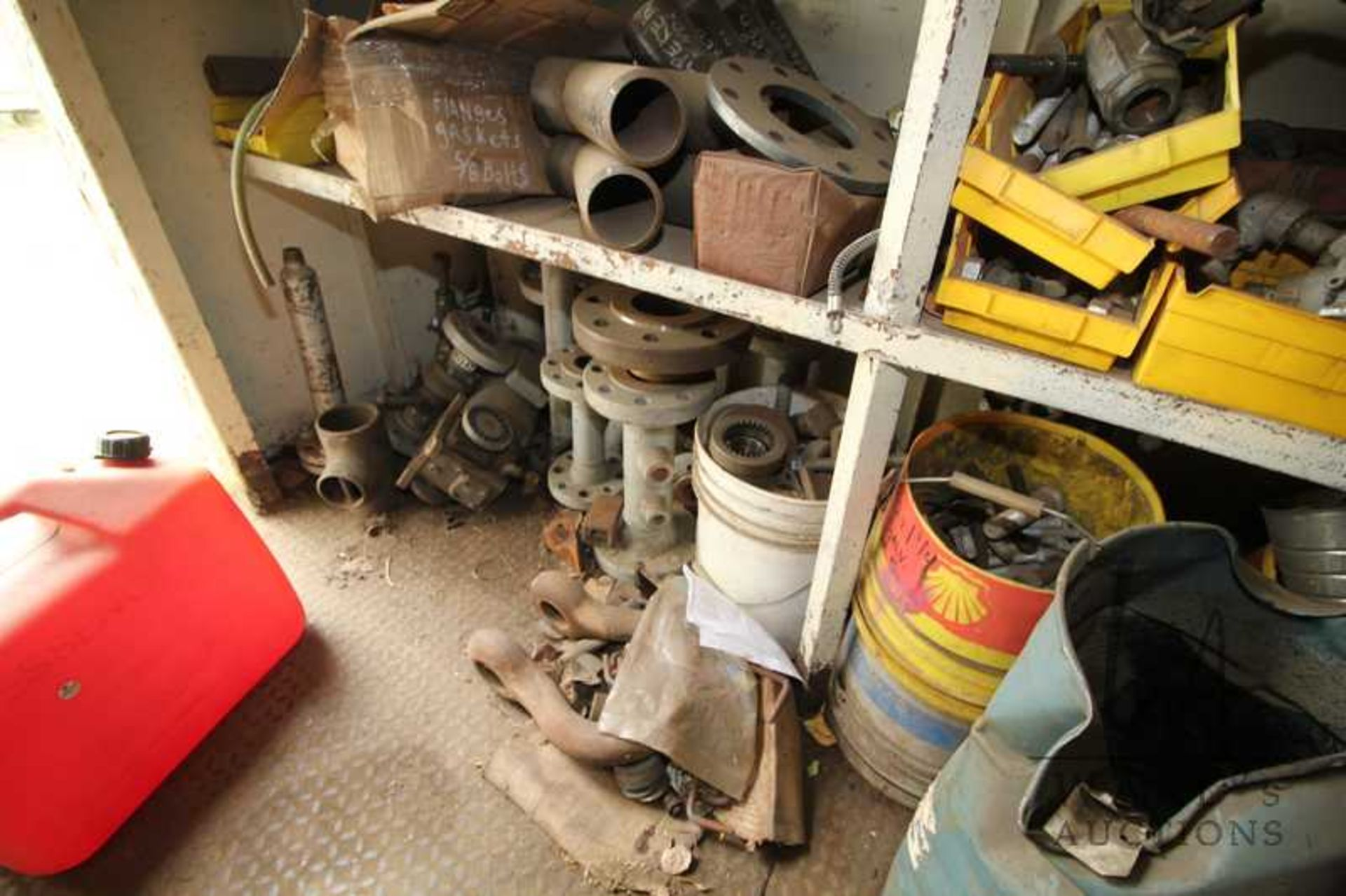 Lot 889 - CONTENTS OF 40FT SEACAN AND WHITE METAL BUILDING