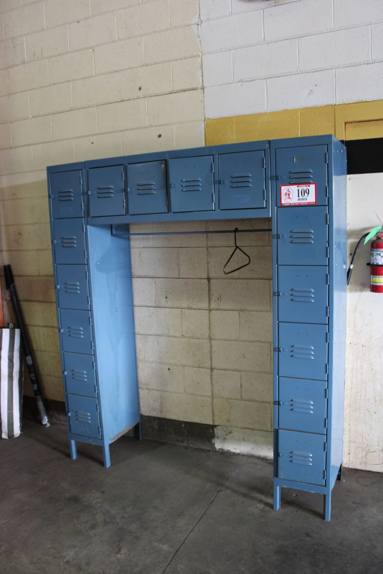 Global Industrial 16 Compartment Employee Lockers, 12 x 18 x 12, Blue, Like new with locking