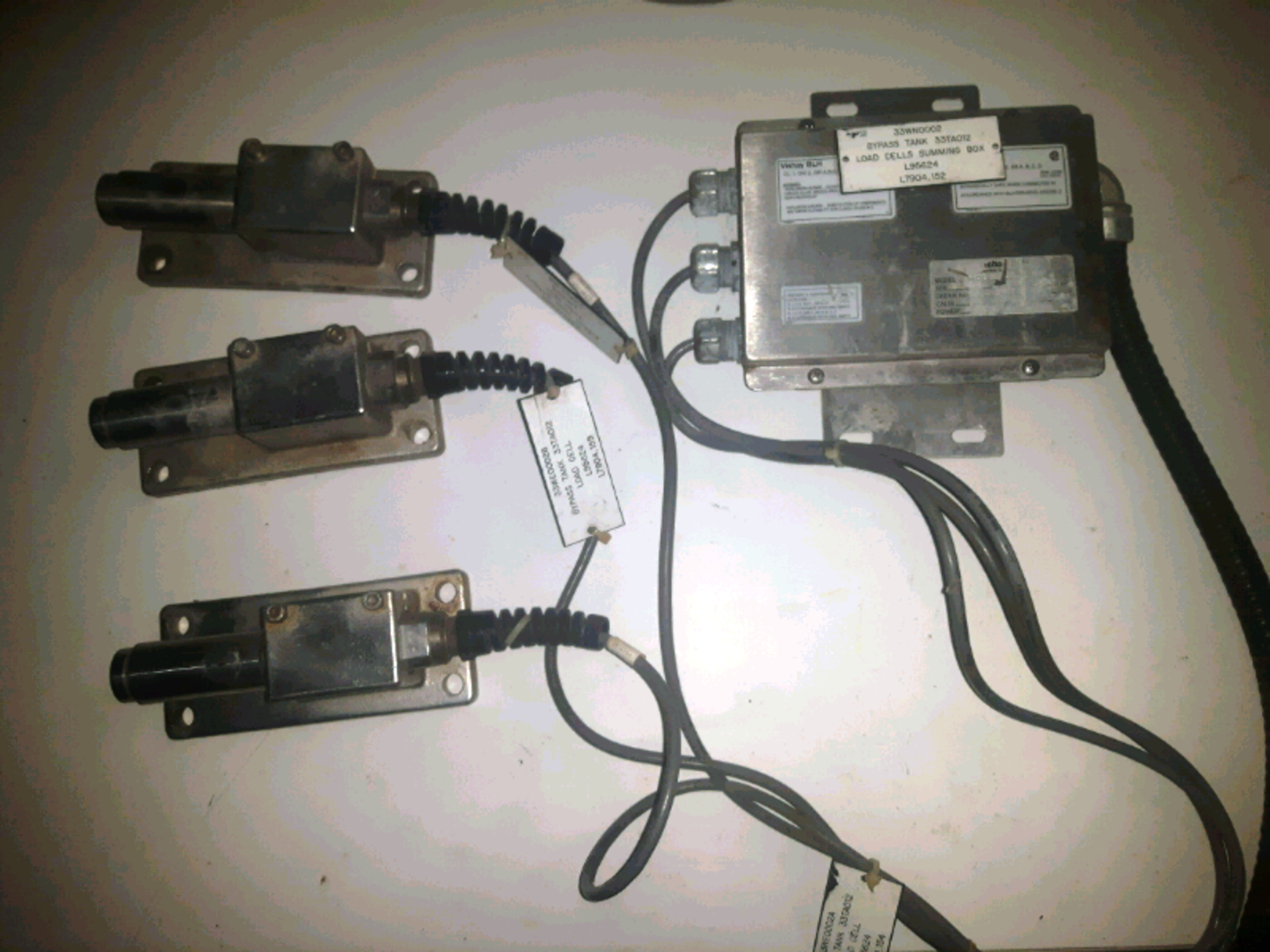 Vishay Kis 2 Load Cells w/Summing Box, S/N #469357, Capacity 450lbs - LOCATION - LONDON, ONTARIO
