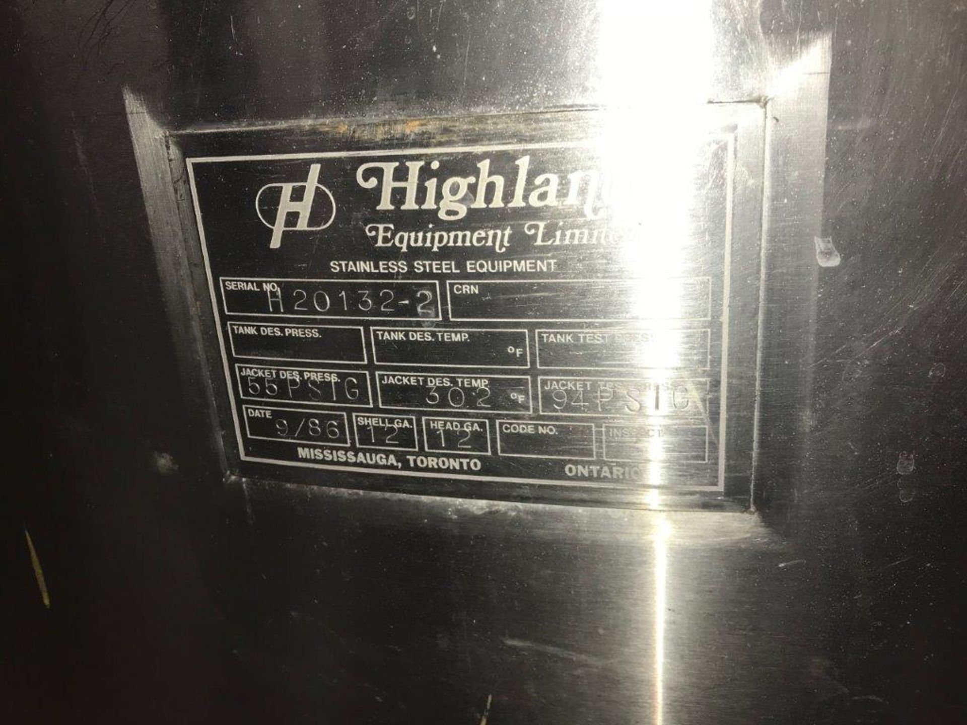 HIGHLAND 700 G JACKETED TANK WITH TOP MOUNTED LIGHTNIN MIXER.- LOCATION - AURORA, ONTARIO - Image 2 of 8
