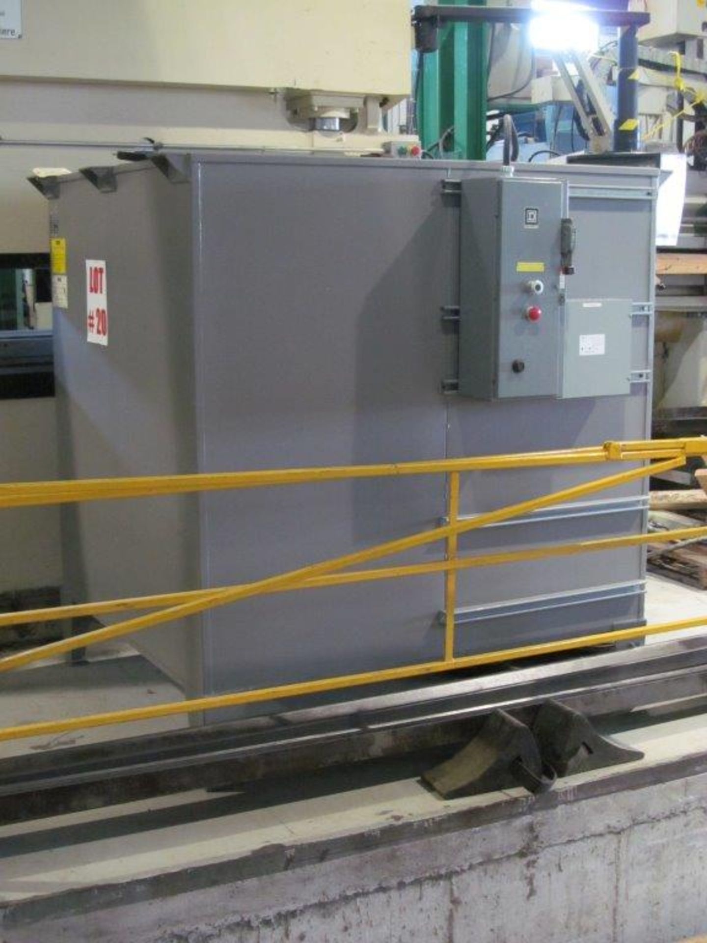 Lot 20 - U.A.S. MIST COLLECTOR, MDL. F-5000, S/N 60063160 - LOCATION, MONTREAL, QUEBEC