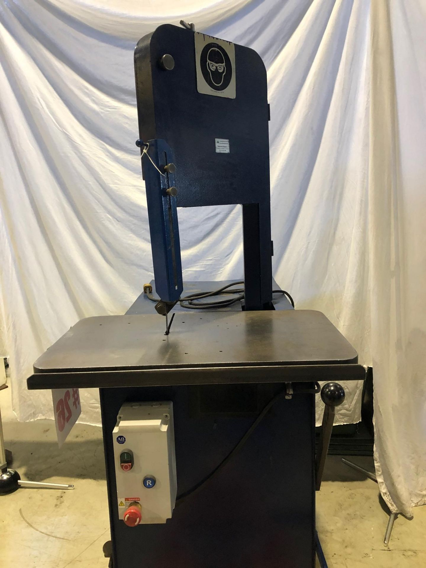ROLL-OUT VERTICAL BANDSAW, 8'' TRAVEL - LOCATION, MONTREAL, QUEBEC - Image 5 of 5