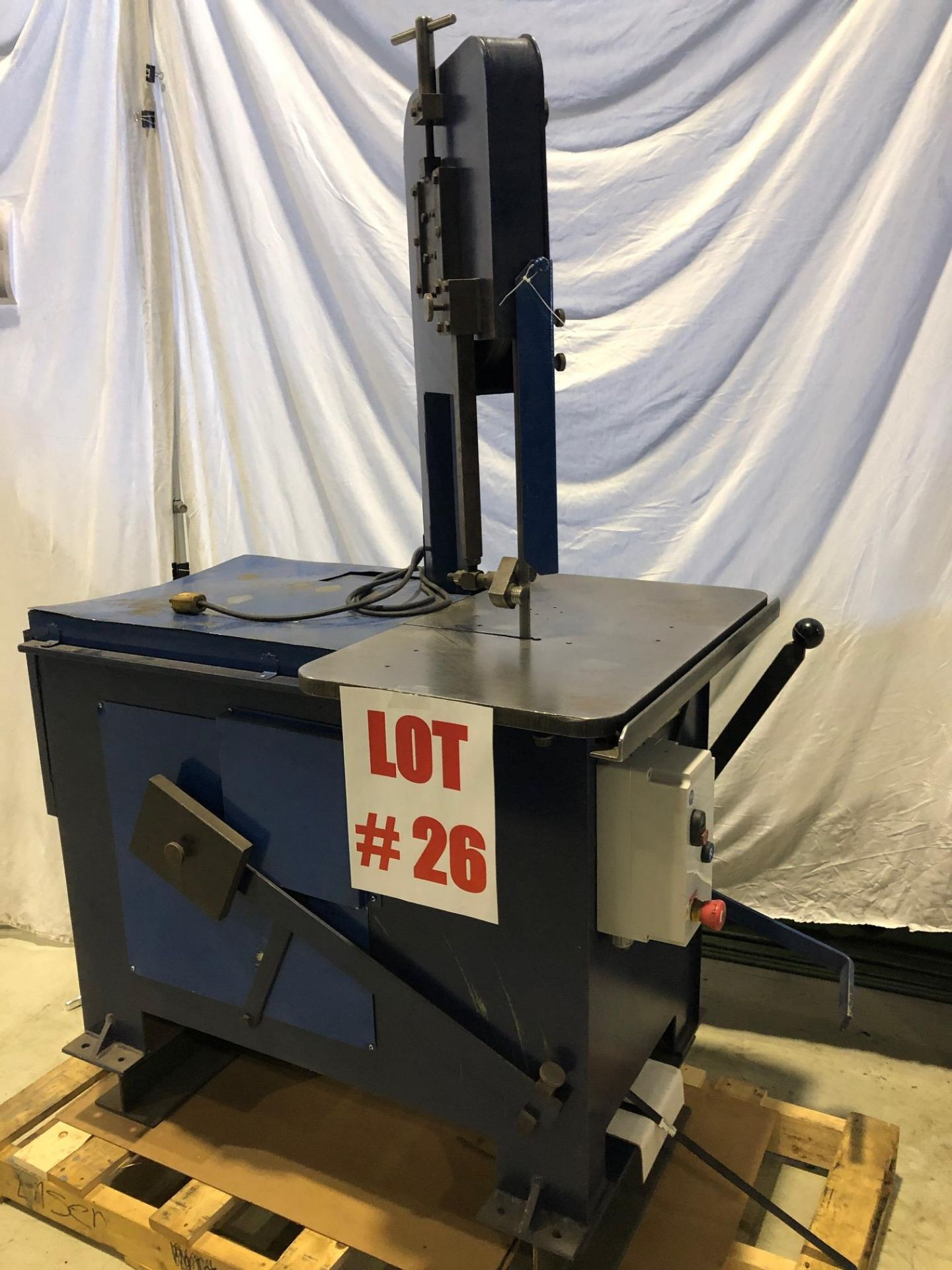 ROLL-OUT VERTICAL BANDSAW, 8'' TRAVEL - LOCATION, MONTREAL, QUEBEC - Image 2 of 5