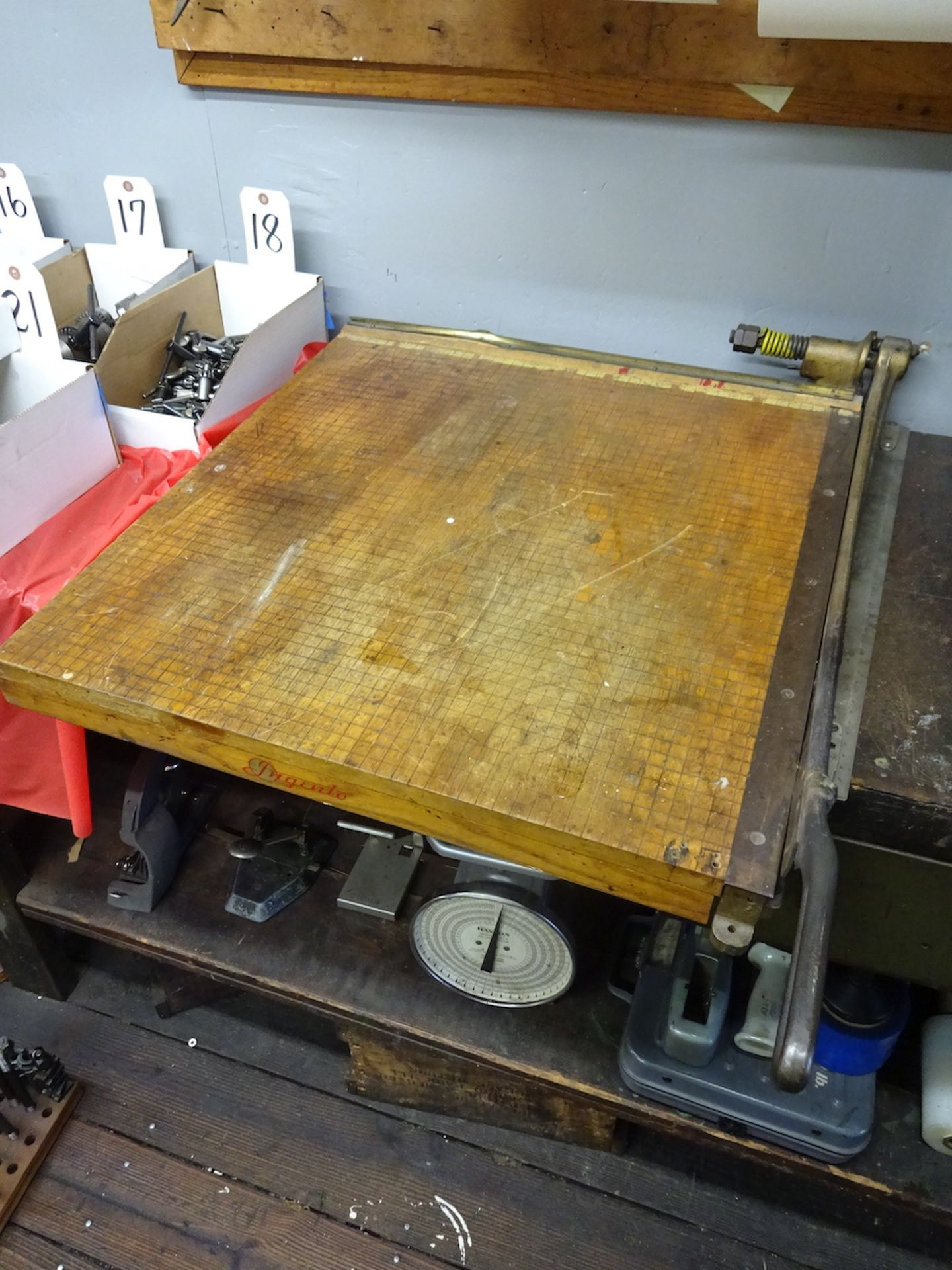Lot 220 - LOT: Fairbanks Morse Scale, Ingento No. 6 Paper Cutter, Roll Dispenser