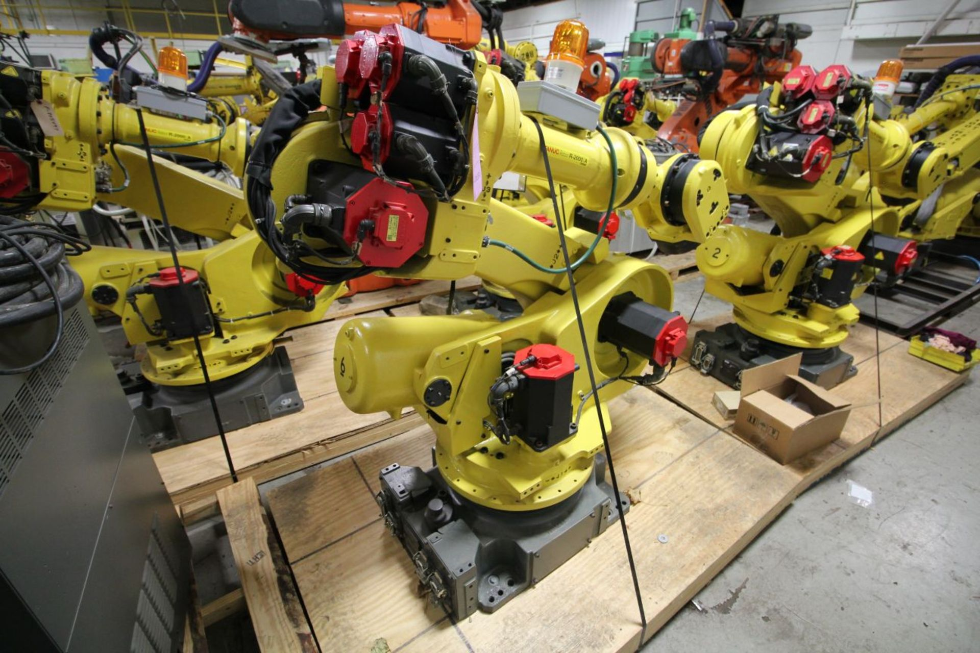 Lot 34 - FANUC ROBOT R2000iA/200FO WITH R-J3iB CONTROLS, TEACH & CABLES, YEAR 2006, SN 80550, COMP. REFURBED.