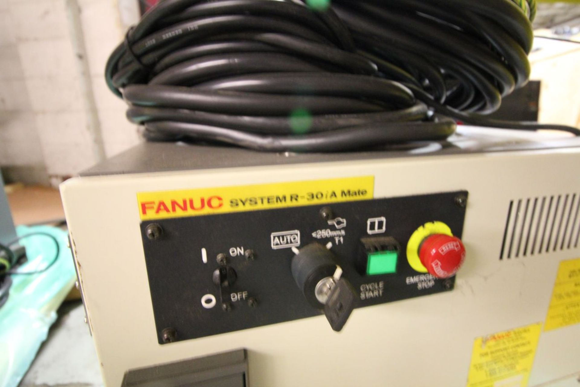 Lot 14 - FANUC ROBOT LRMATE 200iC WITH R-30iA CONTROL, TEACH & CABLES, YEAR 2007, SN 87660