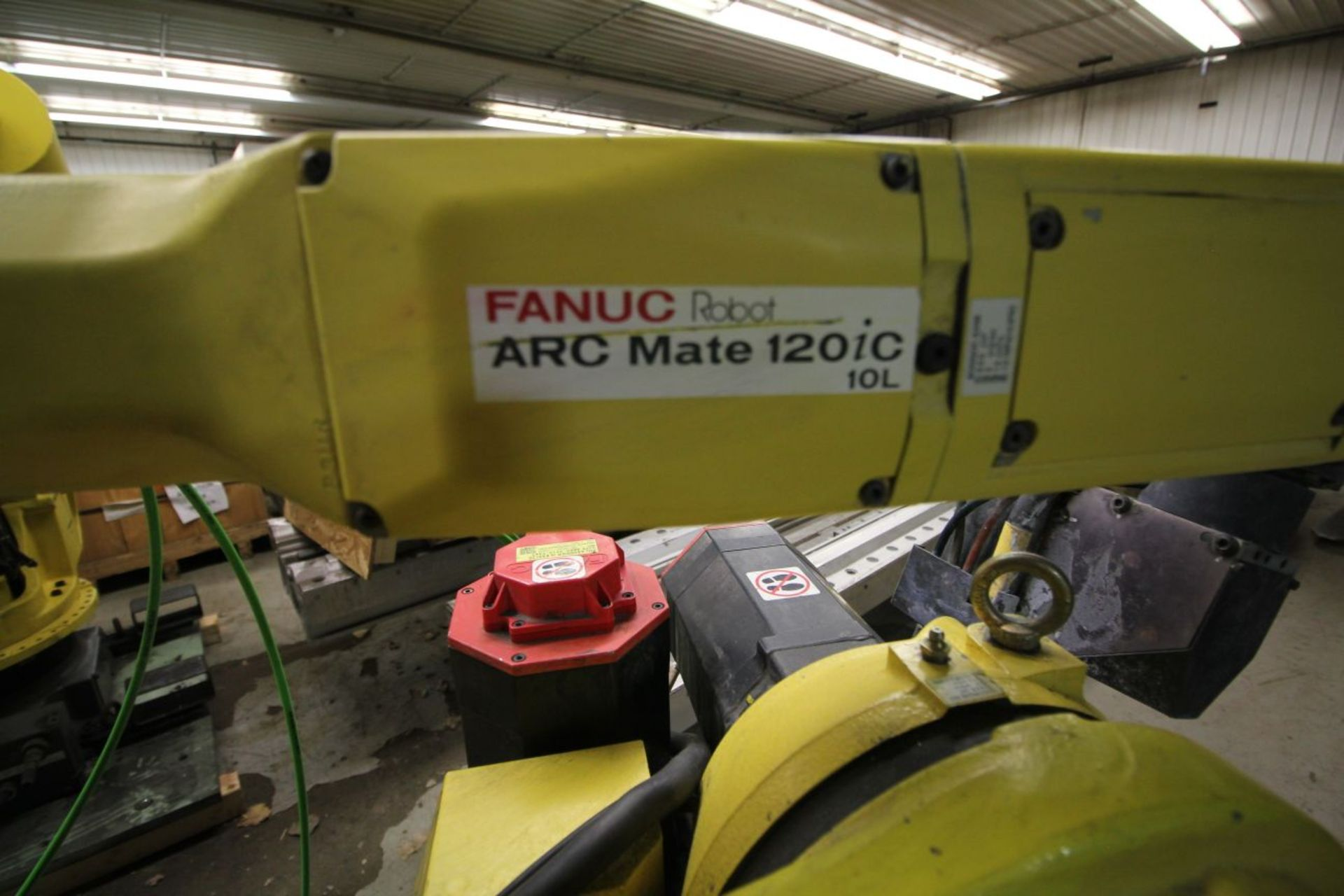 Lot 18 - FANUC ROBOT ARCMATE 120iC/10L WITH R30iA CONTROL, TEACH PENDANT, CABLES, LINCOLN I400 POWER SUPPLY
