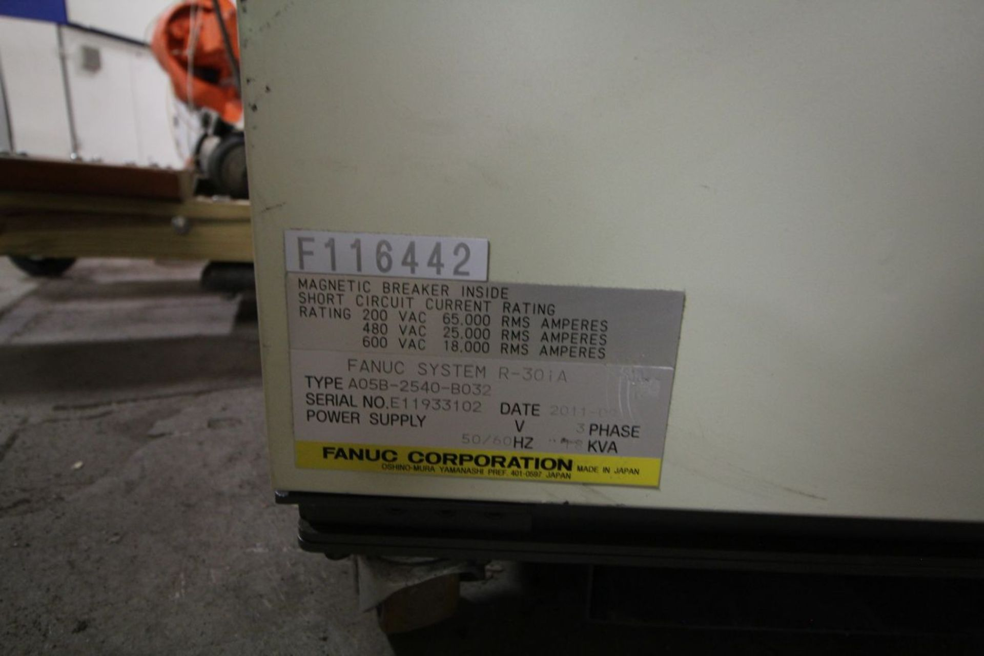 Lot 16 - FANUC ROBOT M-900iA/600 WITH R-30iA CONTROL, HOURS ON METER 2364, YEAR 2011, SN 116442