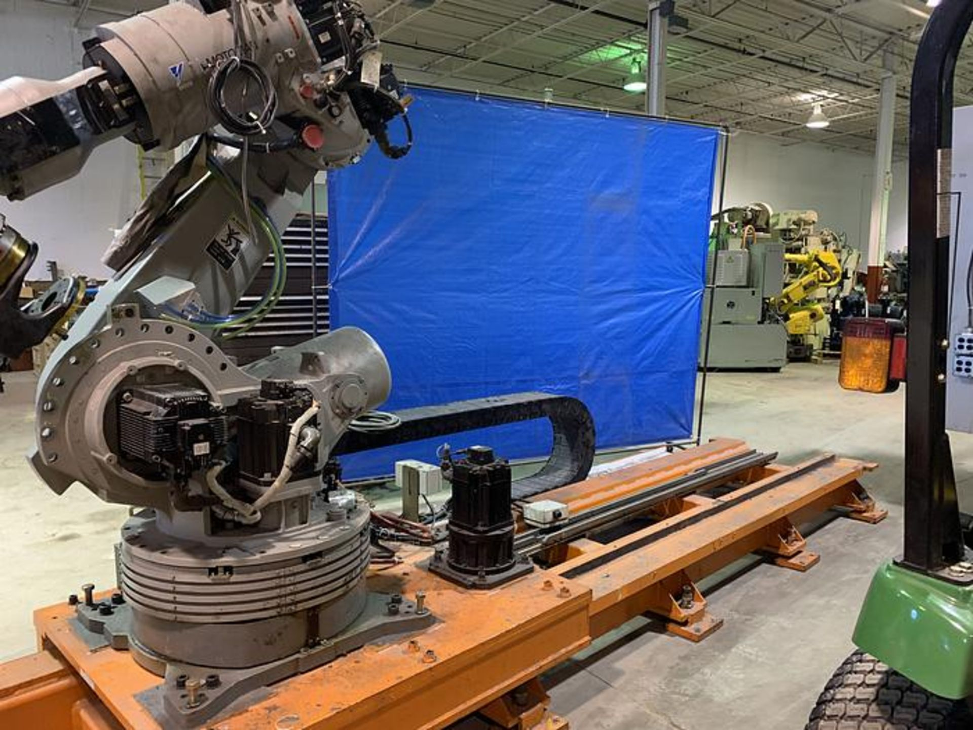 Lot 56 - MOTOMAN ES200N 6 AXIS CNC ROBOT WITH NX100 CONTROL ON 16' 7TH AXIS TRACK, YEAR 2063, SN S6N214-2-M