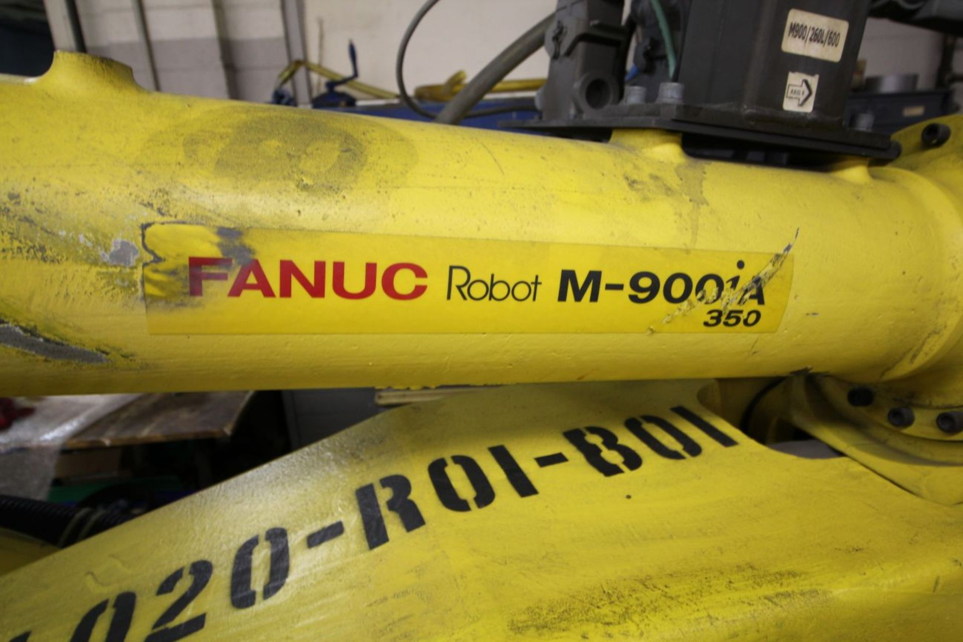 Lot 19 - FANUC ROBOT M900iA/350 WITH R-30iA CONTROL, TEACH & CABLES, YEAR 2011, SN 111629 SCREW GUN ATTACH.