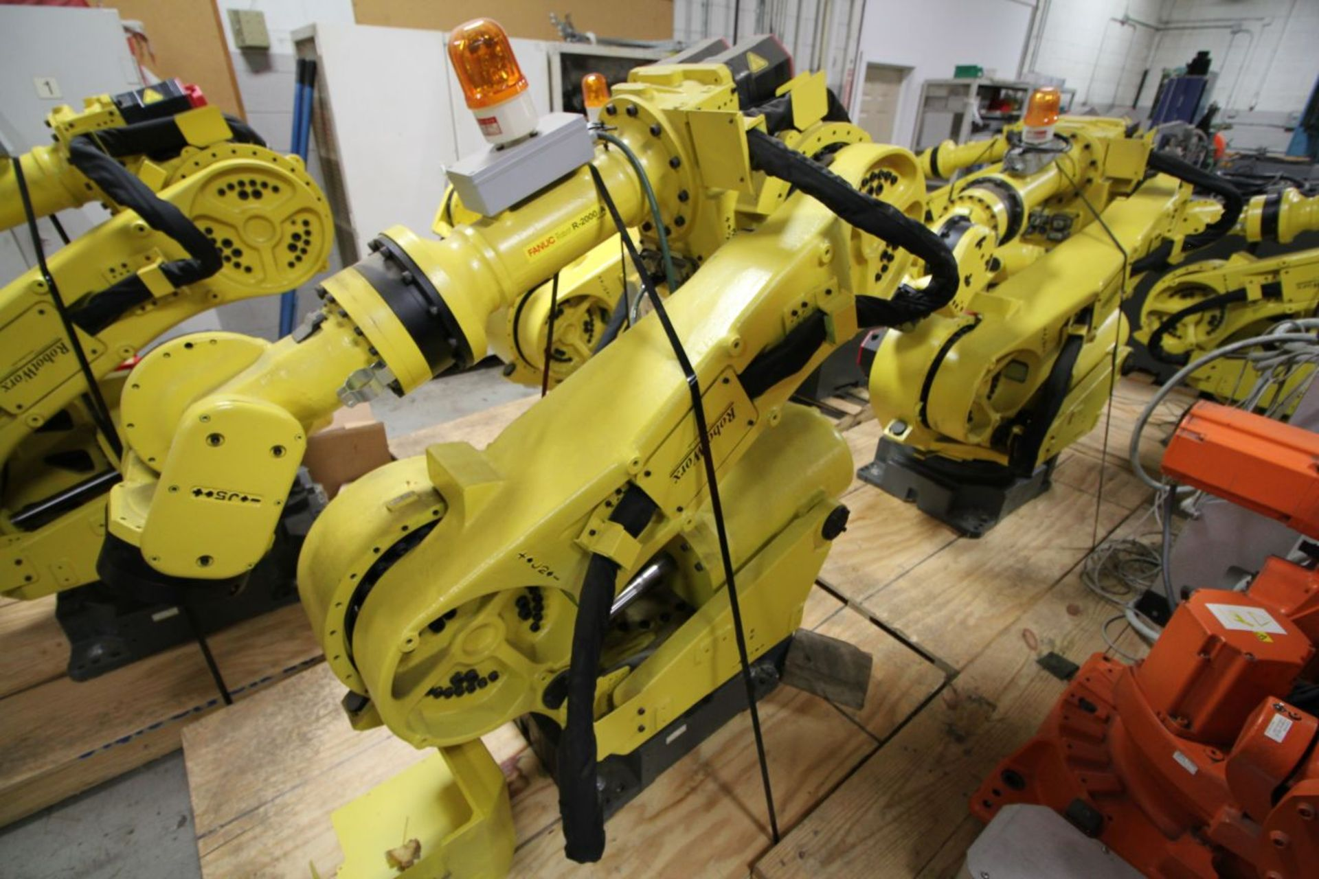 Lot 37 - FANUC ROBOT R2000iA/200FO WITH R-J3iB CONTROLS, TEACH & CABLES, YEAR 2005, SN 57906, COMP REFURBED