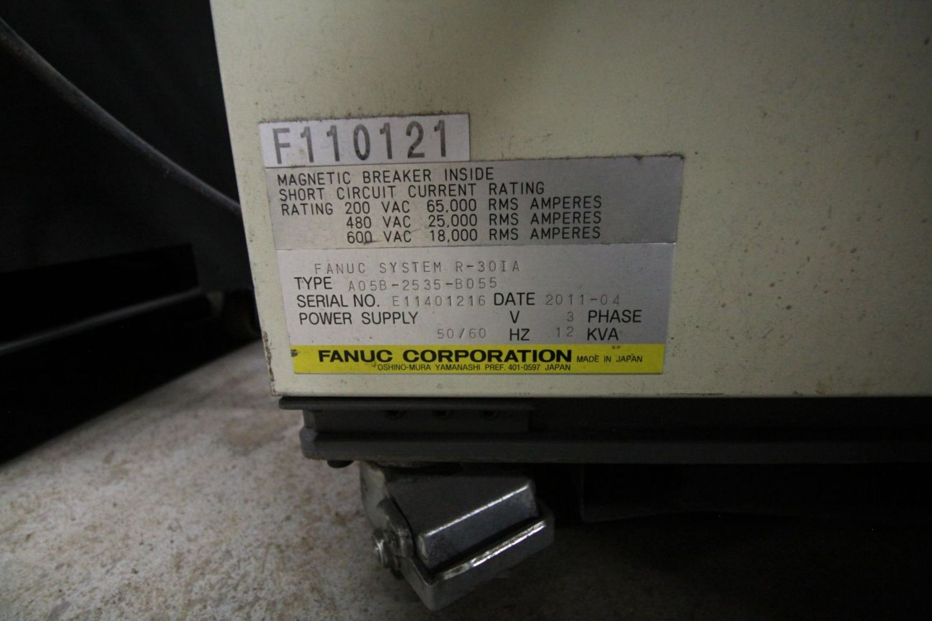 Lot 11 - FANUC ROBOT R2000IB/210F WITH R-30iA CONTROLS, TEACH & CABLES, YEAR 2011, SN 110121