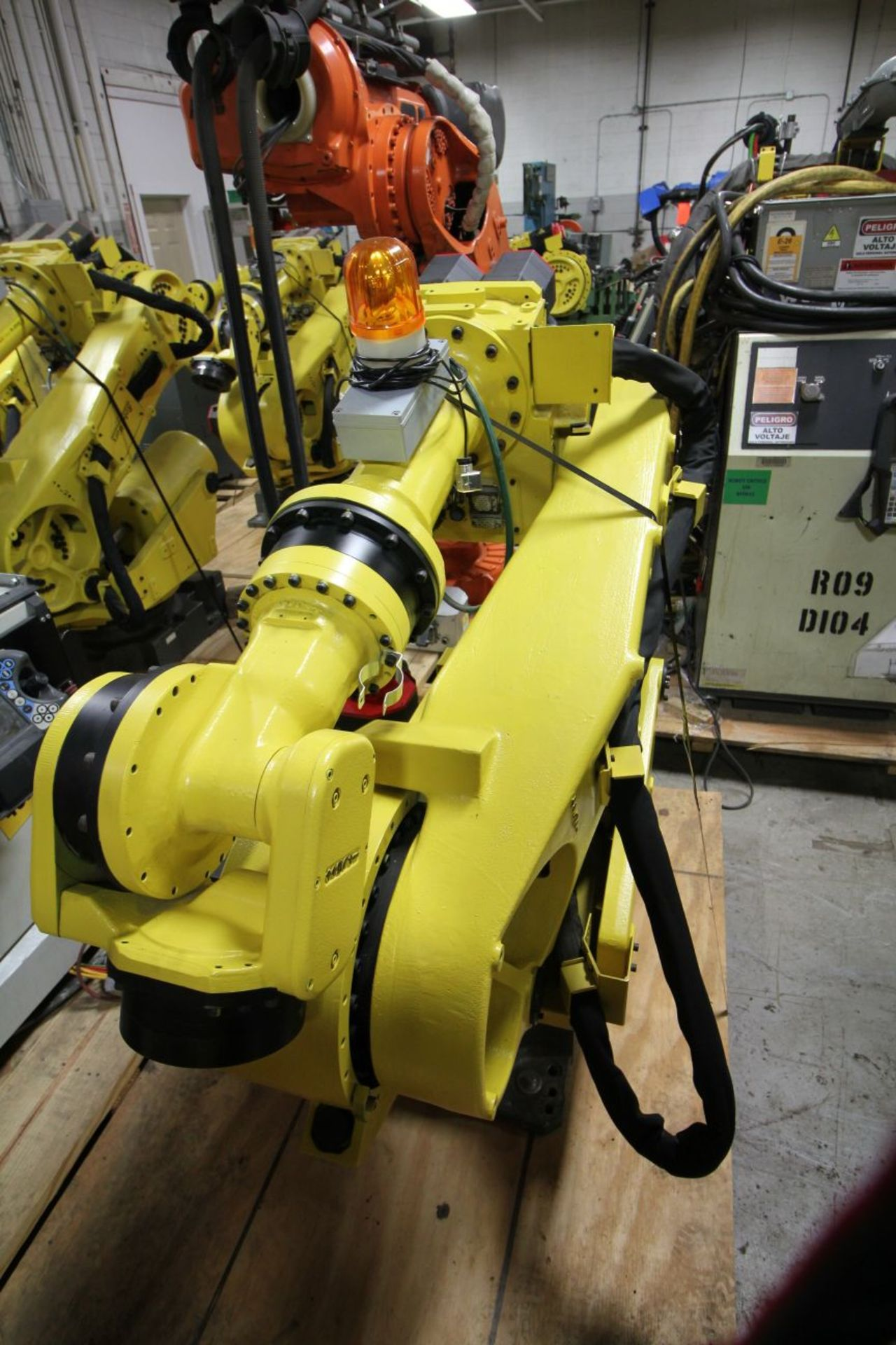 Lot 39 - FANUC ROBOT R2000iA/200FO WITH R-J3iB CONTROLS, TEACH & CABLES, YEAR 2003, SN 805283, COMP REFURBED