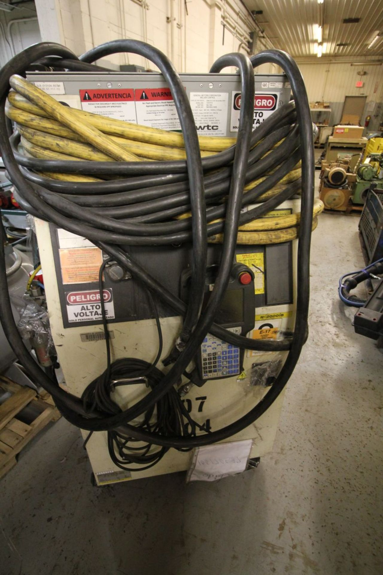 Lot 31 - FANUC ROBOT R-2000iB/210F WITH R-30iA CONTROL, TEACH & CABLES, YEAR 2011, SN 111751