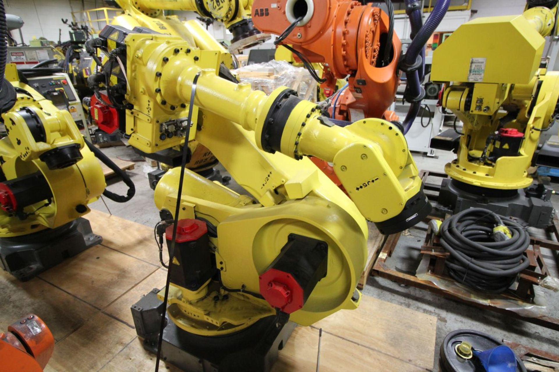 Lot 38 - FANUC ROBOT R2000iA/200FO WITH R-J3iB CONTROLS, TEACH & CABLES, YEAR 2003, SN 802966, COMP REURBED