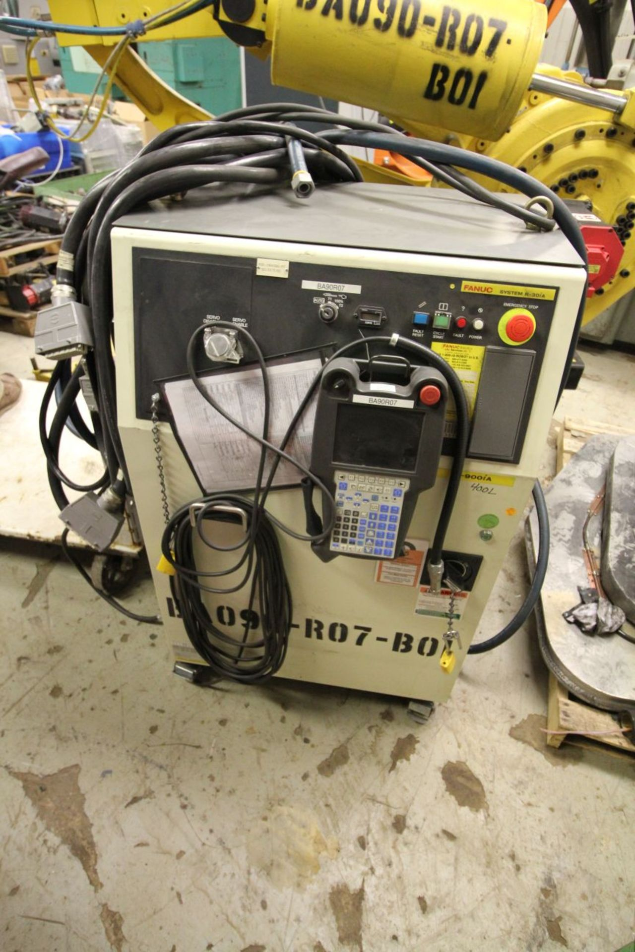 Lot 21 - FANUC ROBOT M900iA/400L WITH R-30iA CONTROL, TEACH & CABLES, YEAR 2011, SN 113430