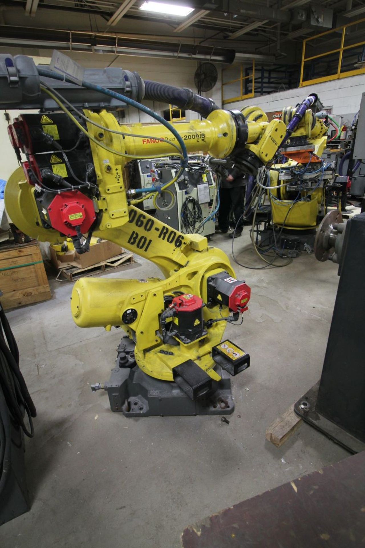 Lot 6 - FANUC ROBOT R2000IB/210F WITH R-30iA CONTROLS, TEACH & CABLES, YEAR 2011, SN 111685