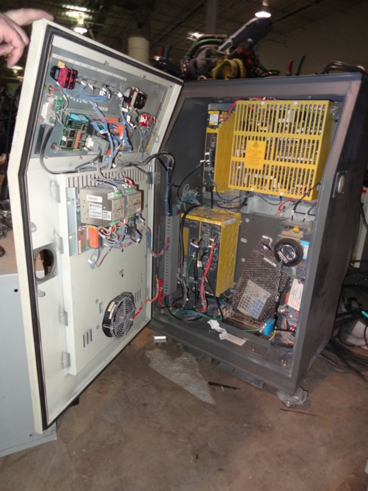 Lot 66 - FANUC ROBOT ARCMATE 120iC/10L WITH R-30iA CONTROL, TEACH & CABLES, YEAR 2011, SN 112258