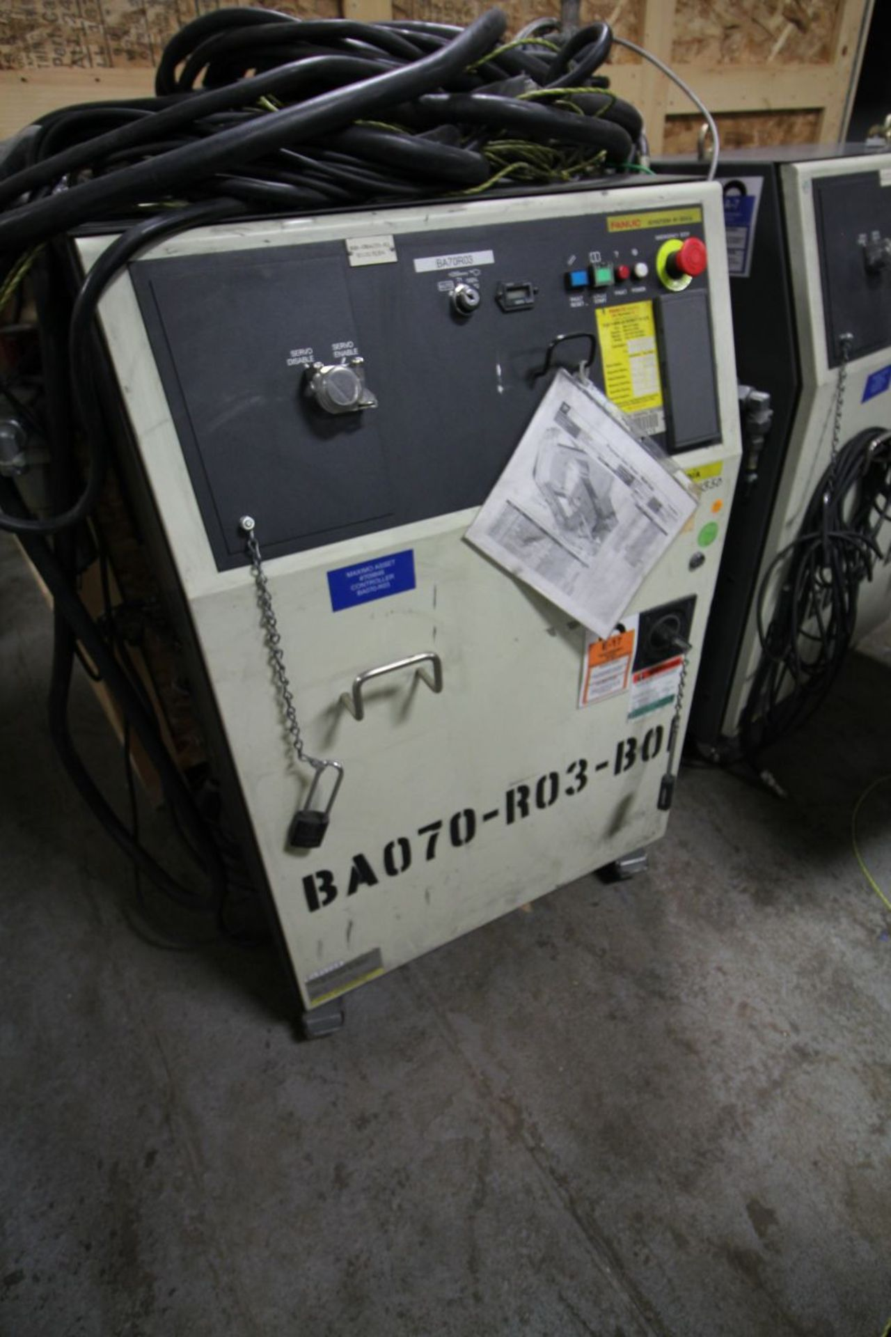 Lot 7 - FANUC M900iA/350 WITH R-30iA CONTROL, TEACH & CABLES, AUTO SCREW GUN ATTACH.YEAR 2011, SN 111704