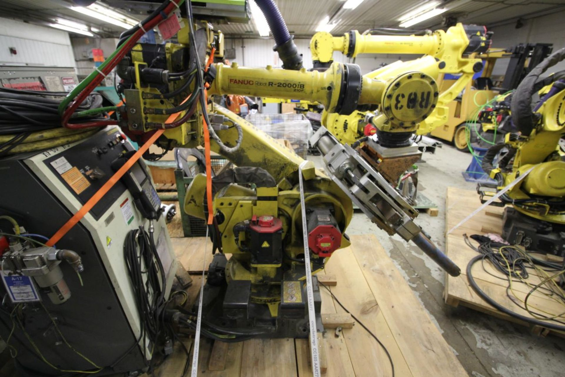 Lot 24 - FANUC ROBOT R-2000iB/210F WITH R-30iA CONTROL, TEACH & CABLES, YEAR 2011, SN 111623