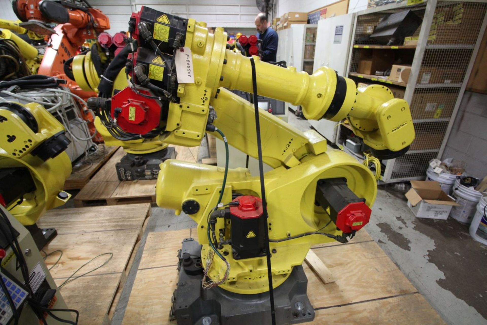 Lot 32 - FANUC ROBOT R2000iA/200FO WITH R-J3iB CONTROLS, TEACH & CABLES, YEAR 2006, SN 76891, COMP REFURBED.