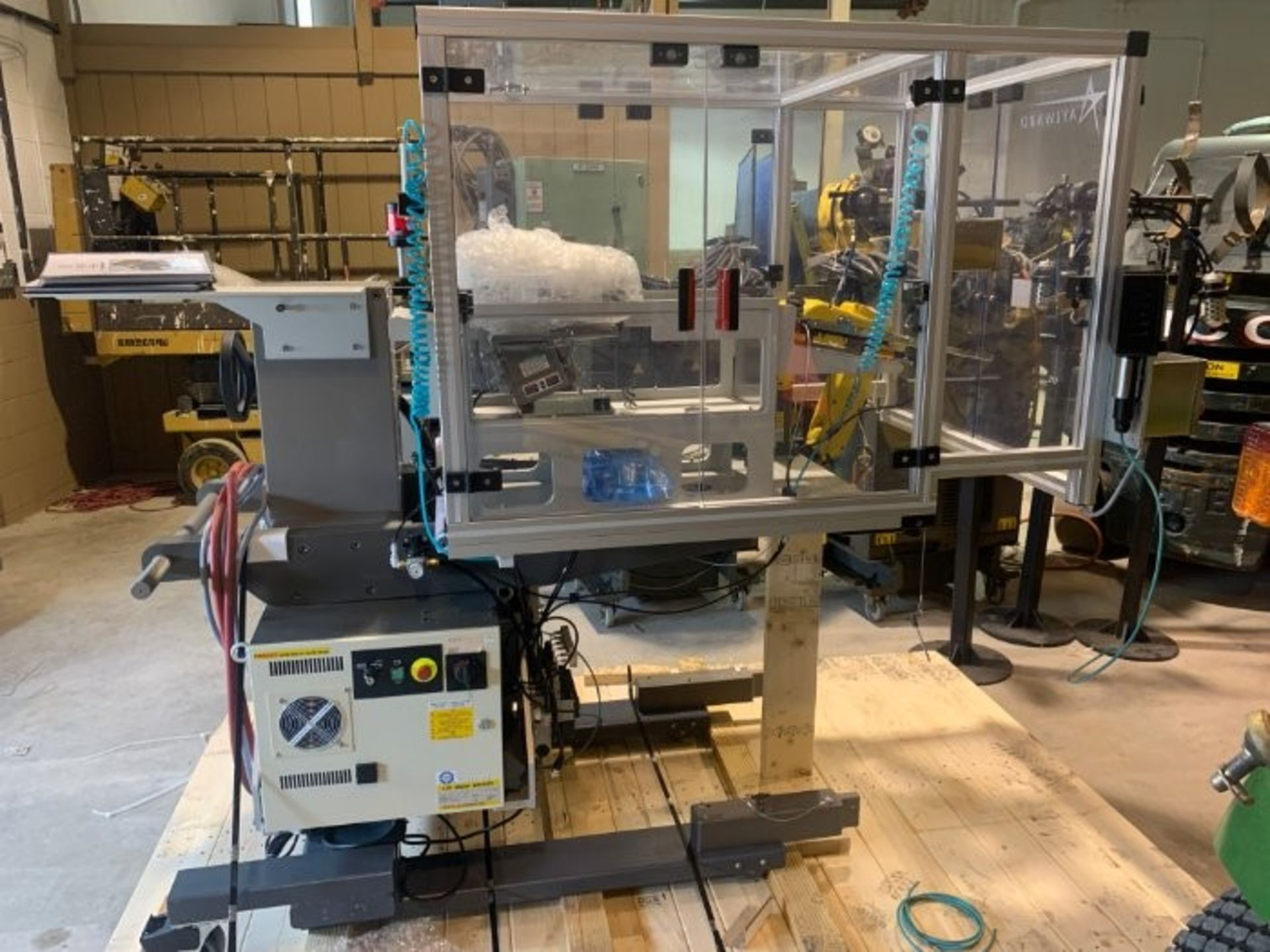 FANUC ROBOTIC VIBRATORY CELL LR MATE 200iD/4S WITH R30iB CONTROL AND ALLEN BRADLEY PLC HIM SN 176518 - Image 8 of 8