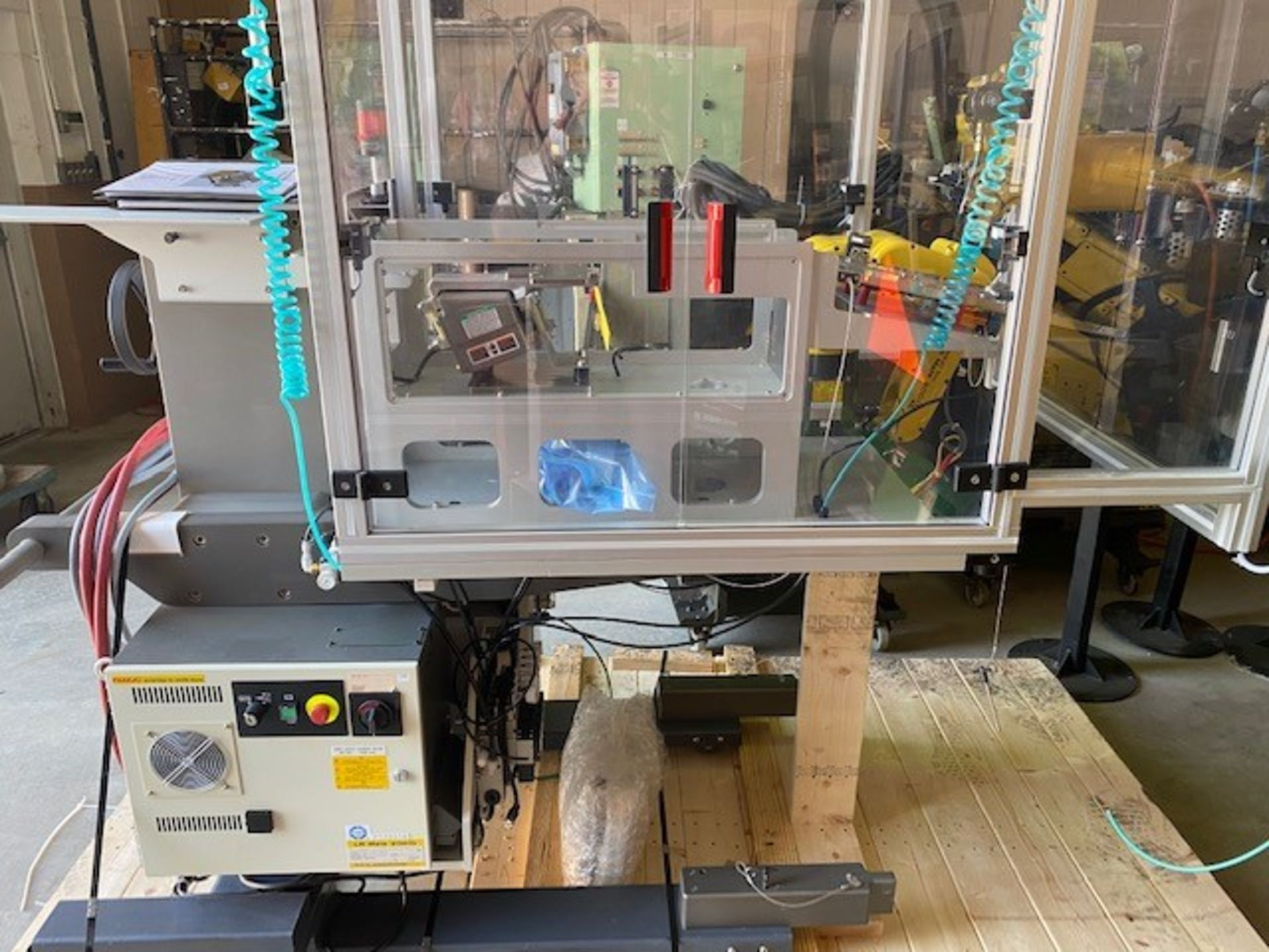 FANUC ROBOTIC VIBRATORY CELL LR MATE 200iD/4S WITH R30iB CONTROL AND ALLEN BRADLEY PLC HIM SN 176518 - Image 7 of 8